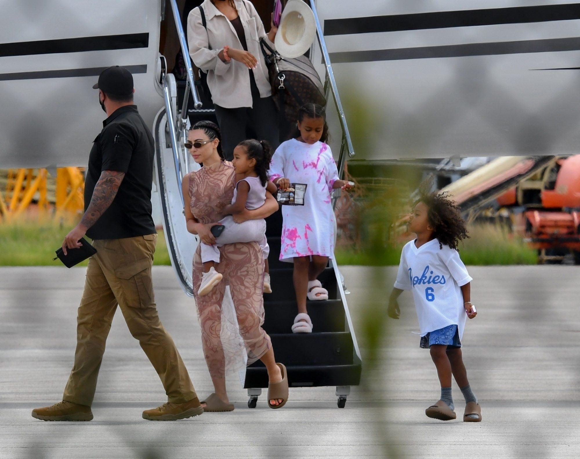 Kim Kardashian West y Kanye West y sus hijos