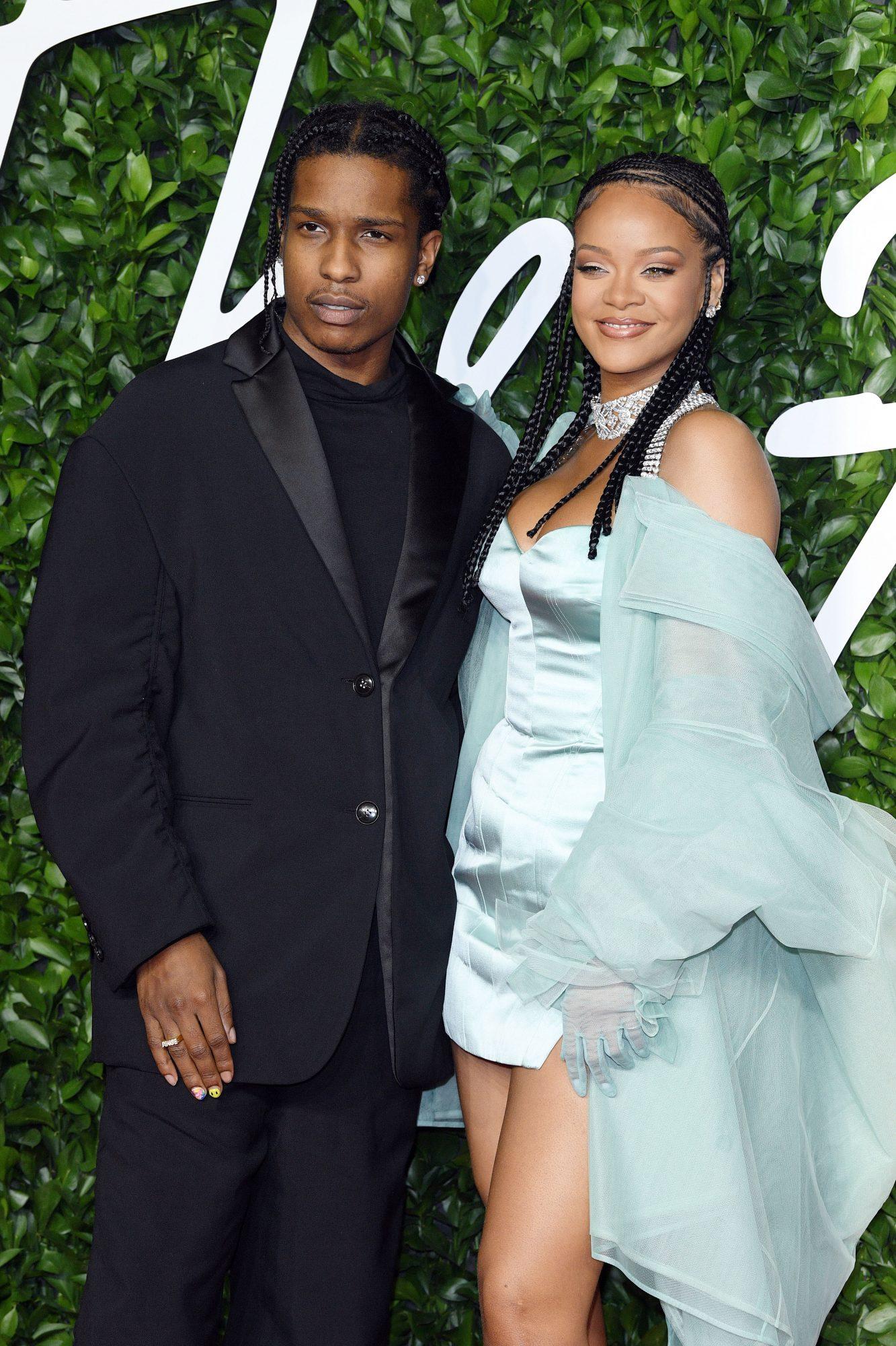 Rihanna y ASAP Rocky, novios, vacaciones, sandalias