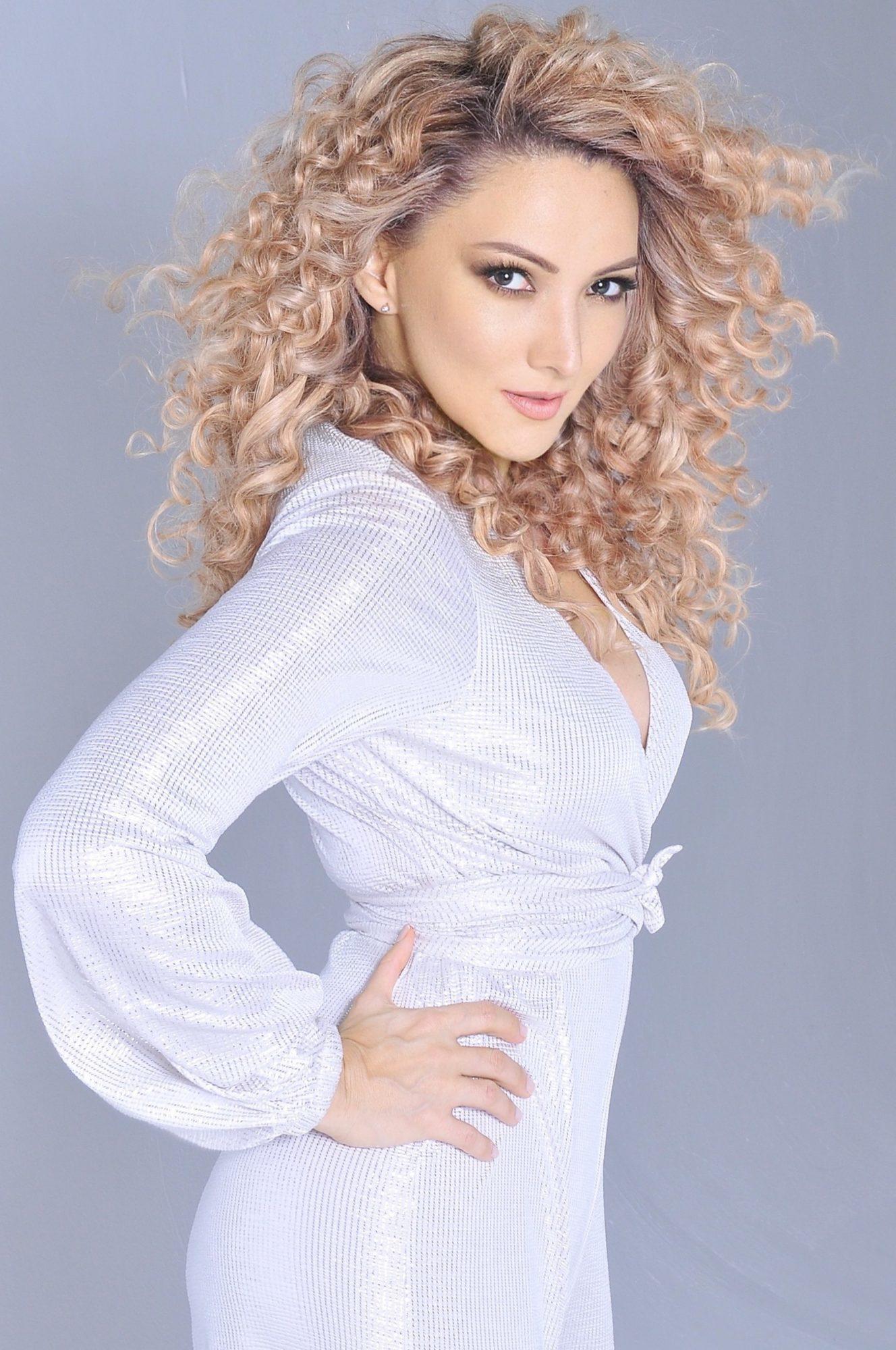 Poderosas 2021 – Madrinas y ahijadas – Erika Ender (madrina) - Evaluna Montaner (Ahijada)