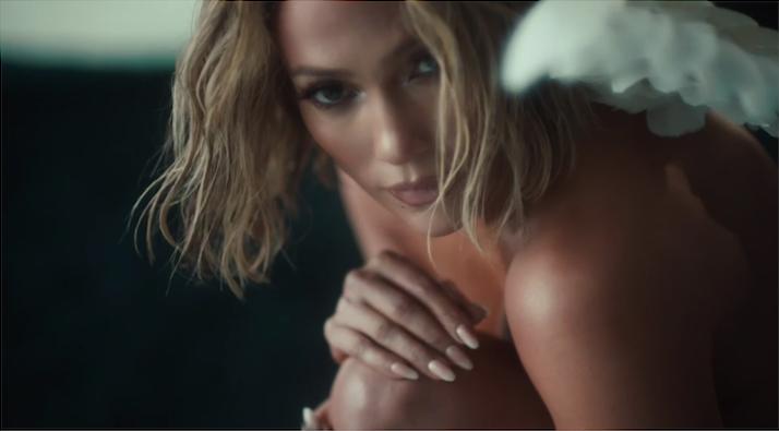 Jennifer Lopez looks videoclip