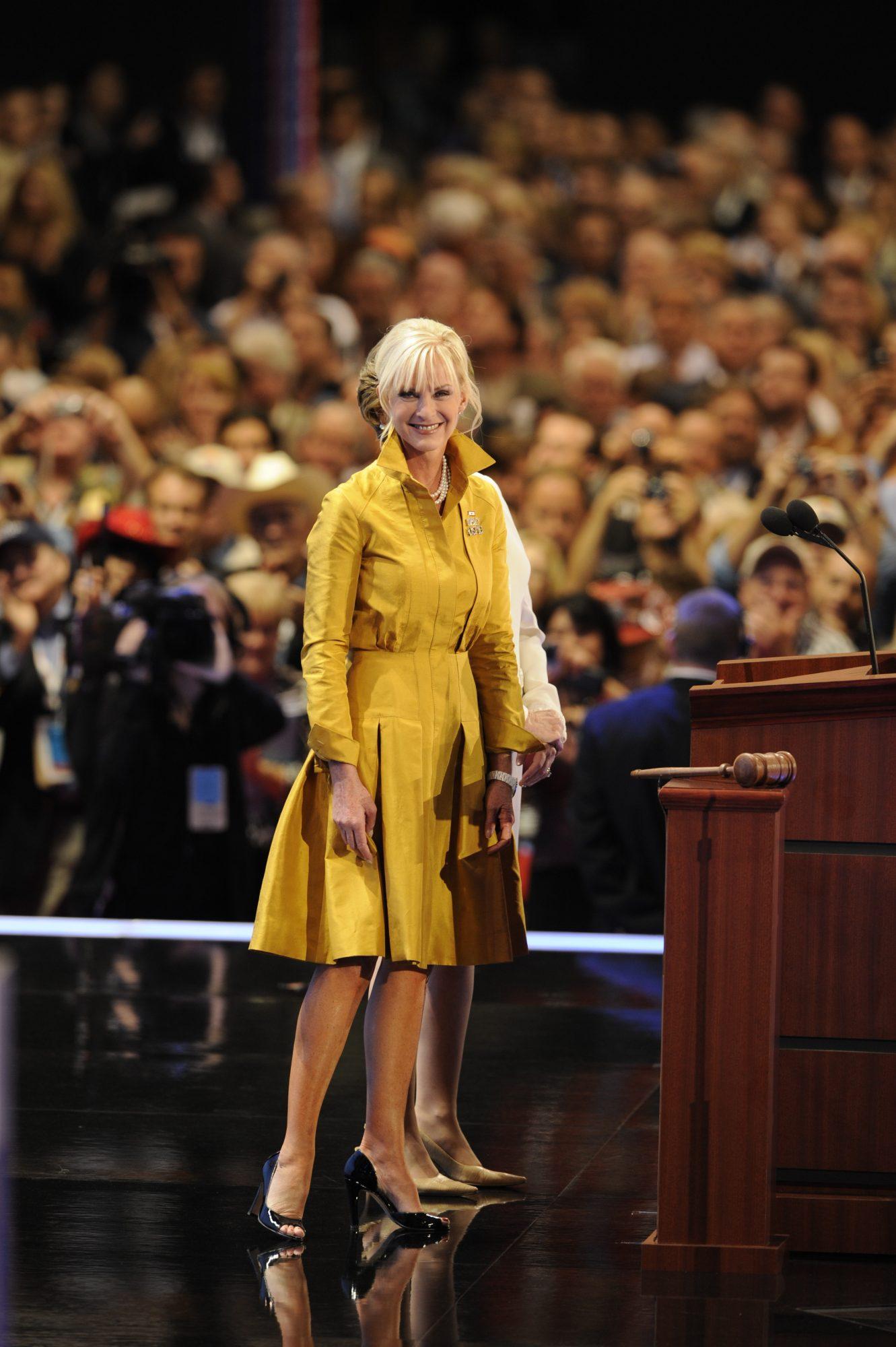 Cindy McCain vestido oscar de la Renta