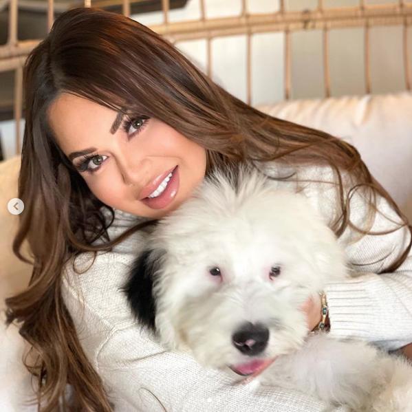 Chiquis Rivera parecido Thalía perro