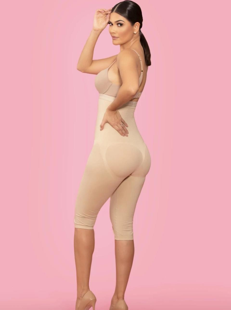 Ana Patricia, coleccion de fajas, fajas, modelando fajas