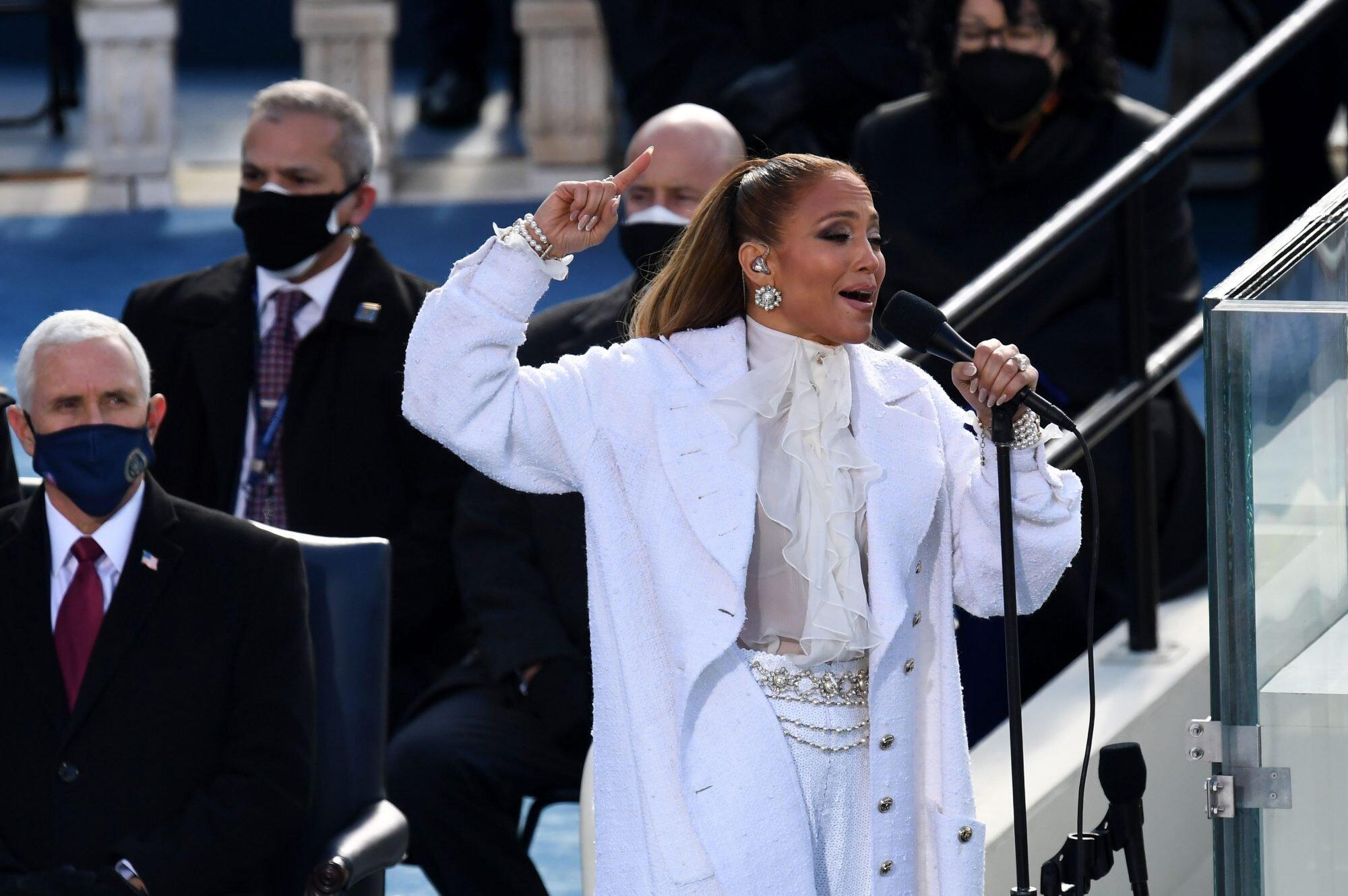 Jennifer Lopez looks investidura