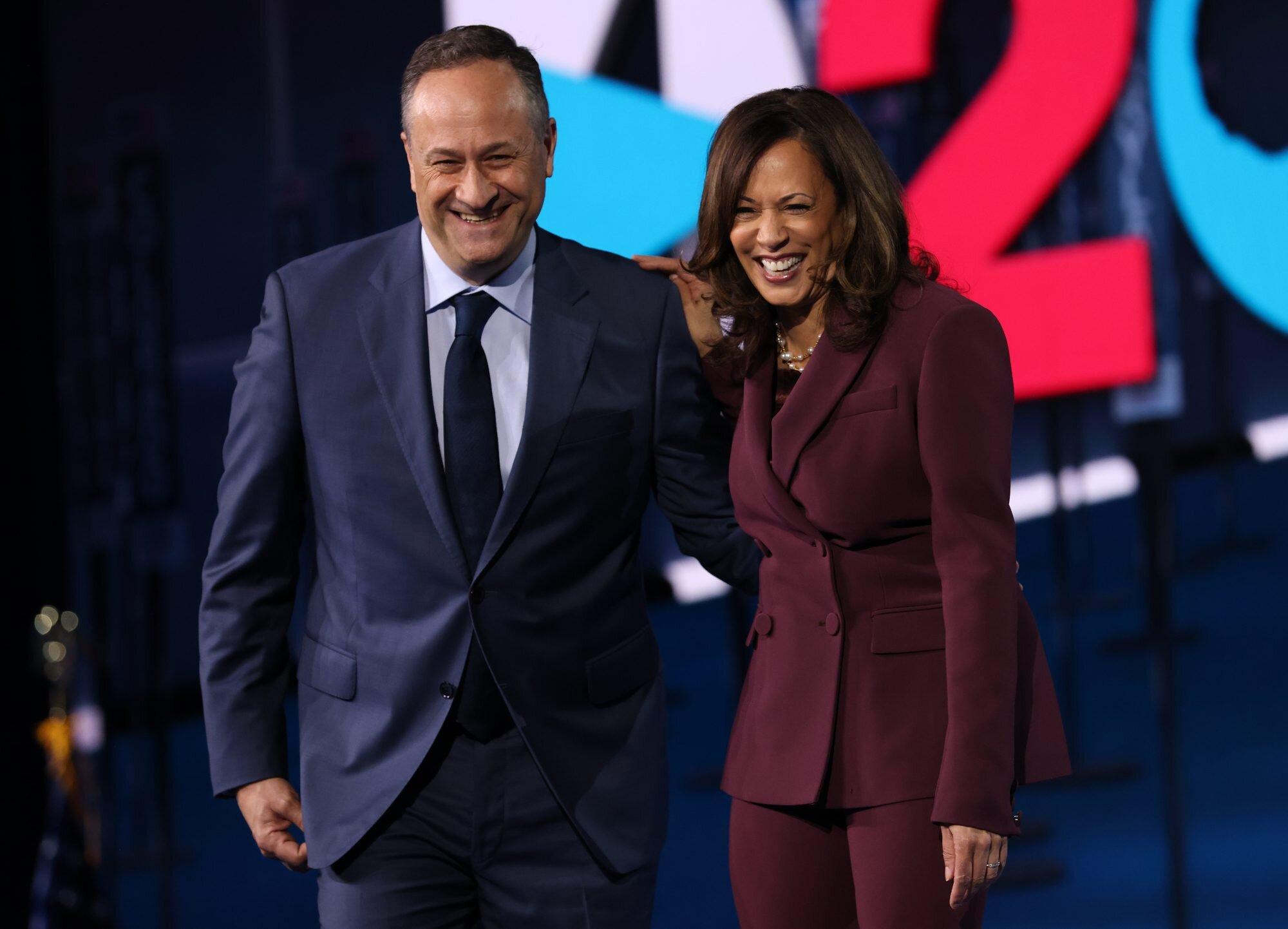 vicepresidenta Kamala Harris y su esposo Doug Emhoff