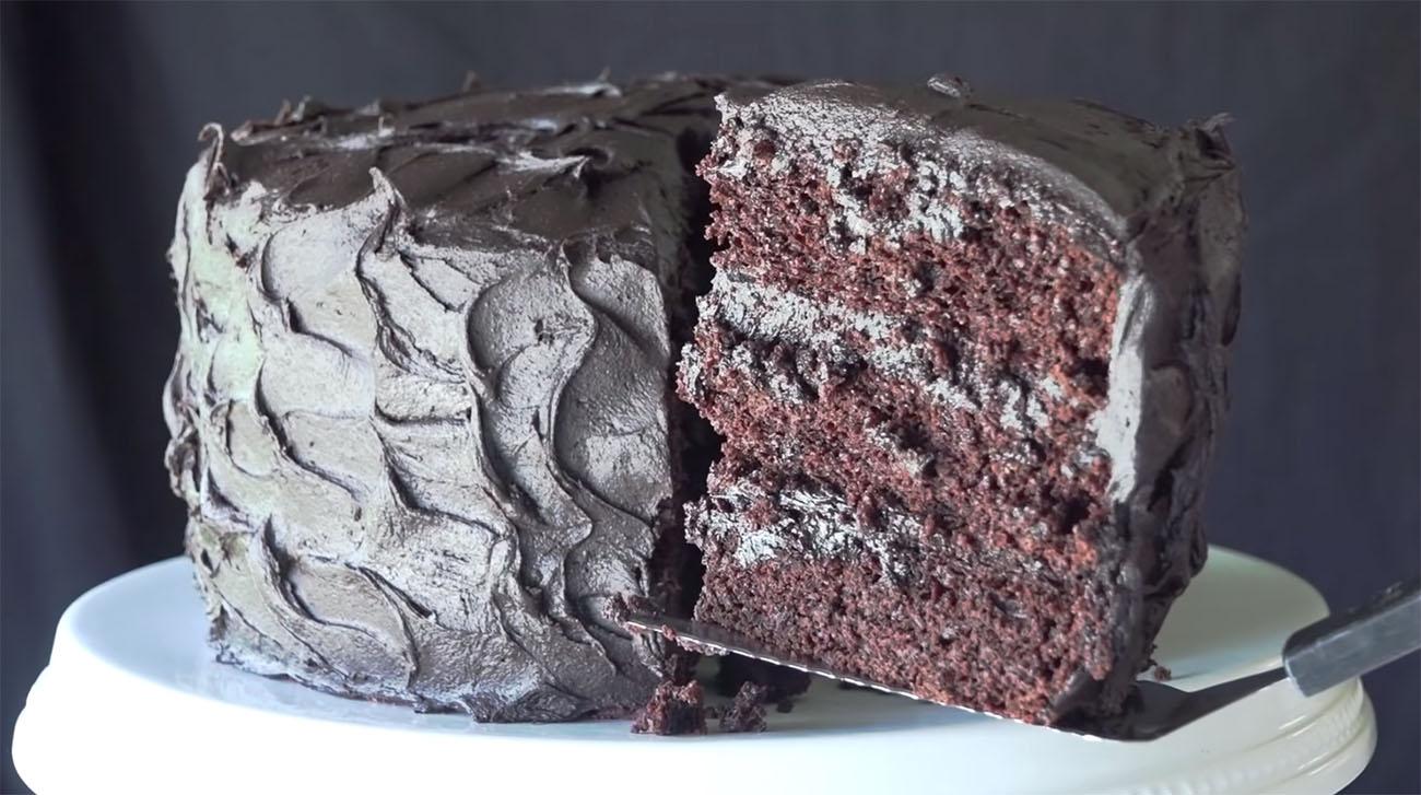 El pastel de chocolate más popular en YouTube ¡aquí está la receta!