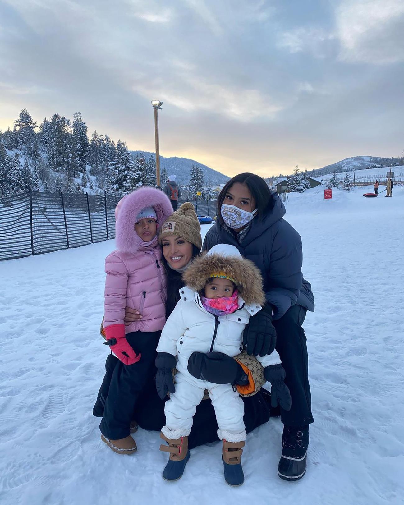 Vanessa Bryant con hijas