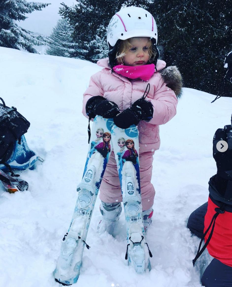 princesa gabriella therese de monaco en la nieve