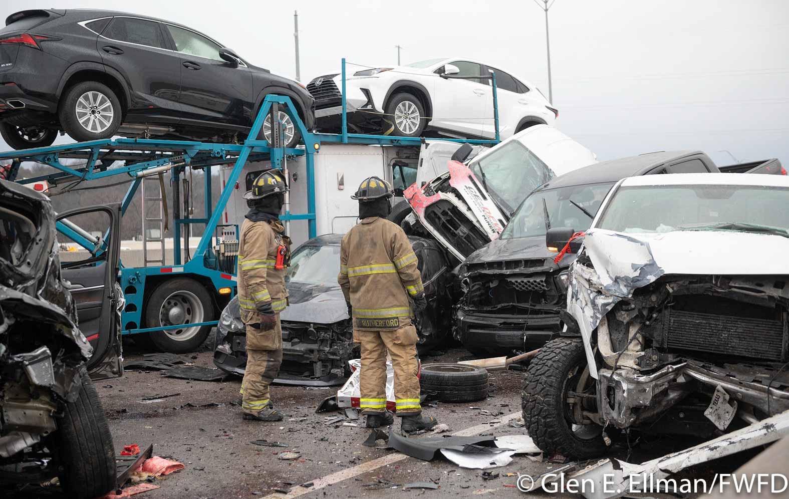 Fort Worth choque en autopista por hielo