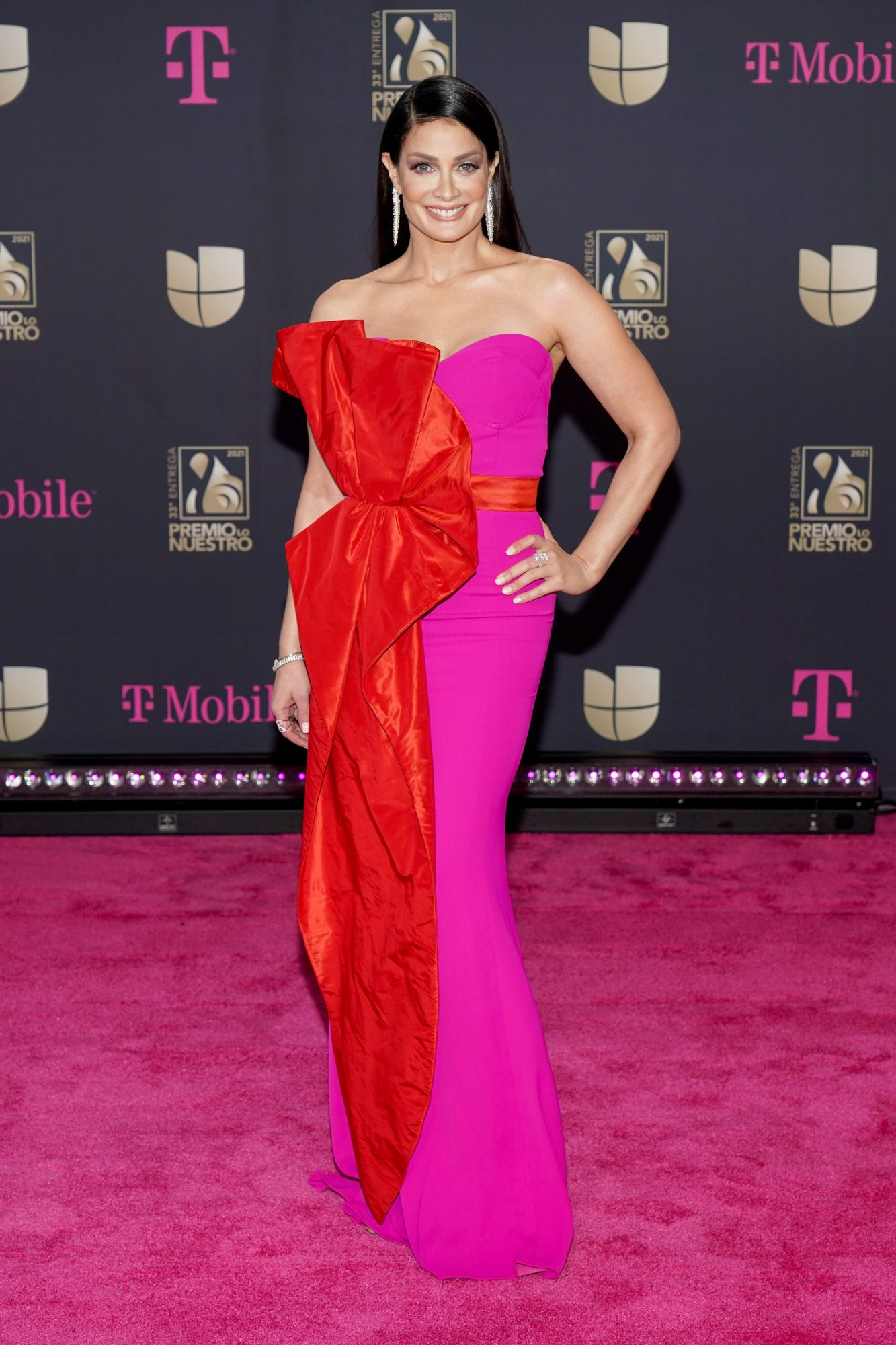Dayanara Torres, vestido, alfombra magenta, premio lo nuestro 2021