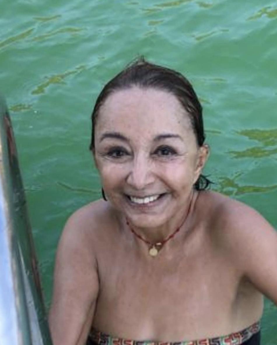 Ma Antonieta de las Nieves traje de baño playa