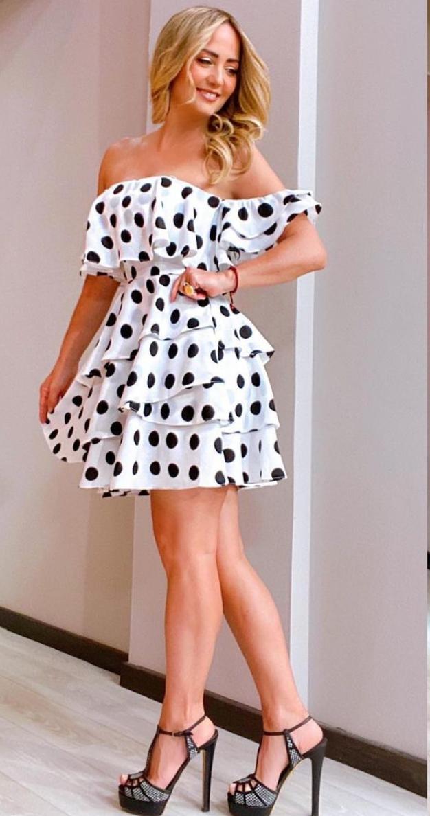 Andrea Legarreta, look del dia, vestido de lunares, programa Hoy