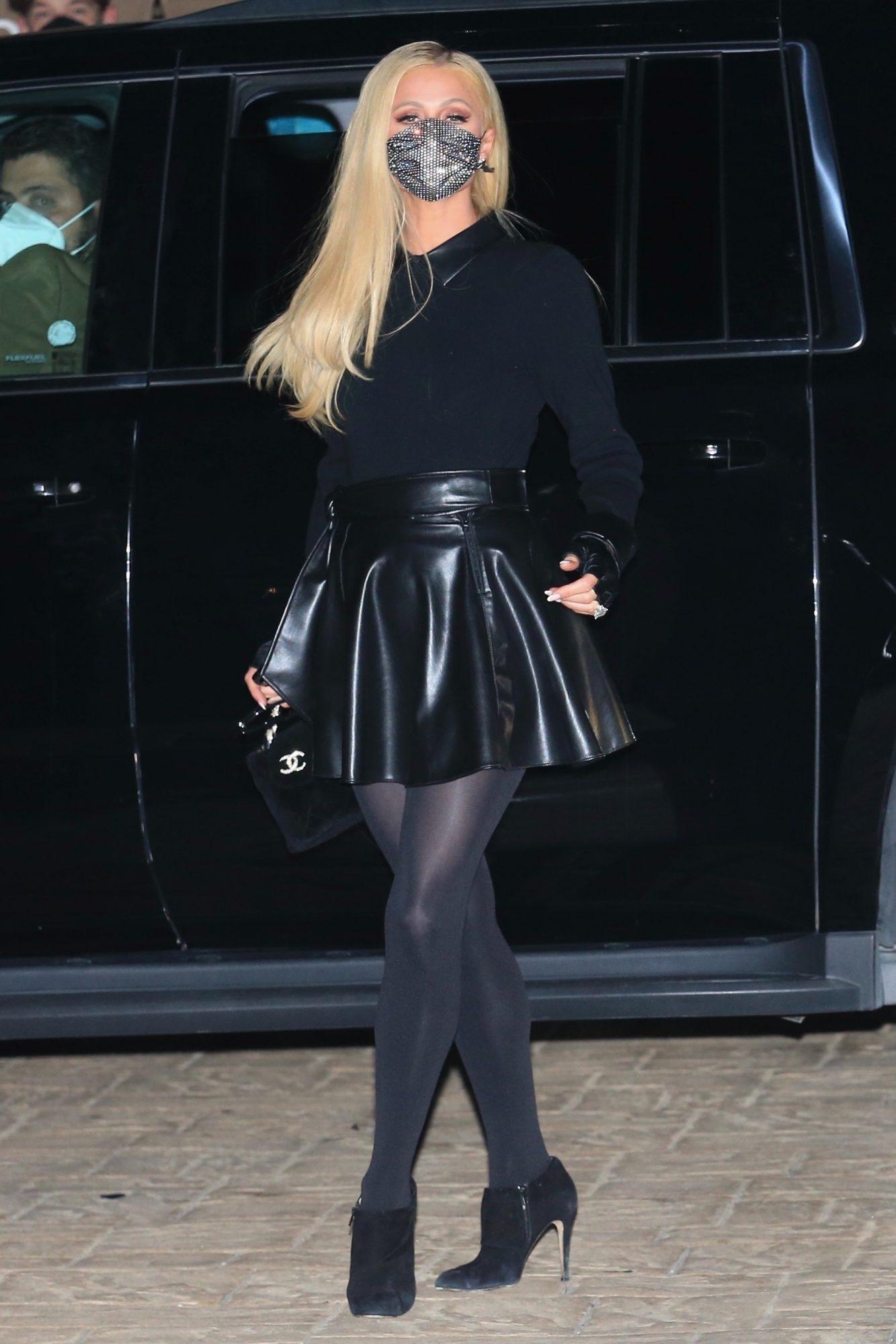 Paris Hilton, look del dia, falda de cuero, Malibu