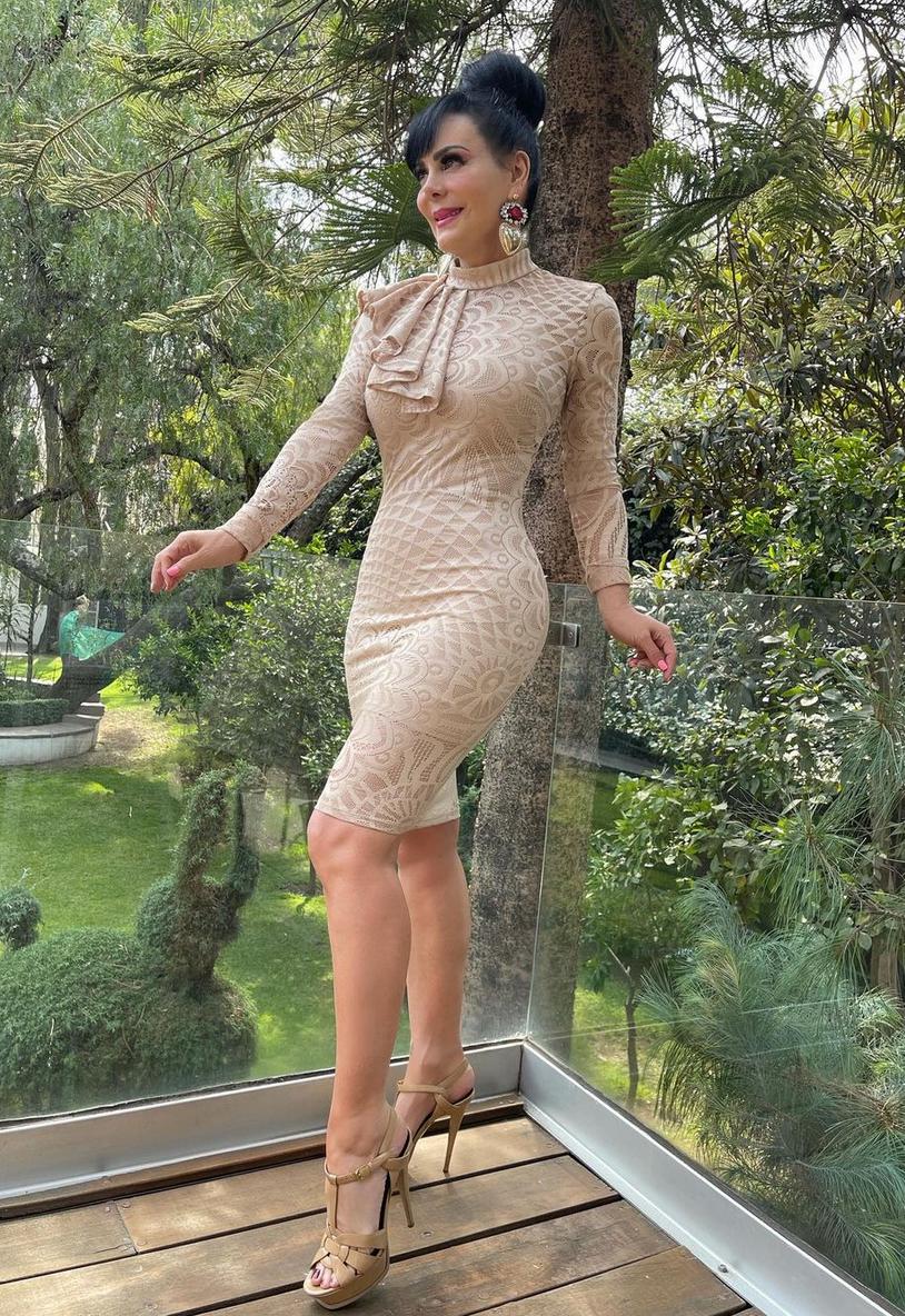 Maribel Guardia, look del dia, curvas, vestido crema, mexico