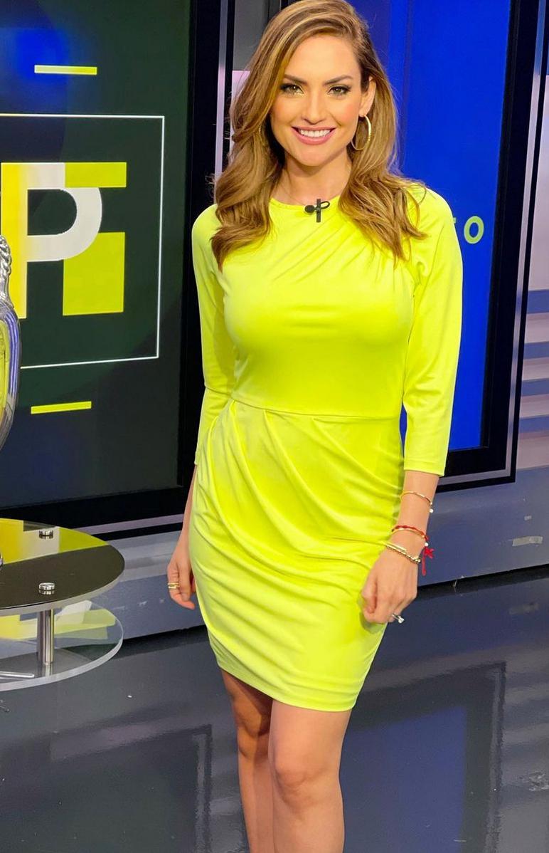 Michelle Galvan, look del dia, vestido verde neon, primer impacto