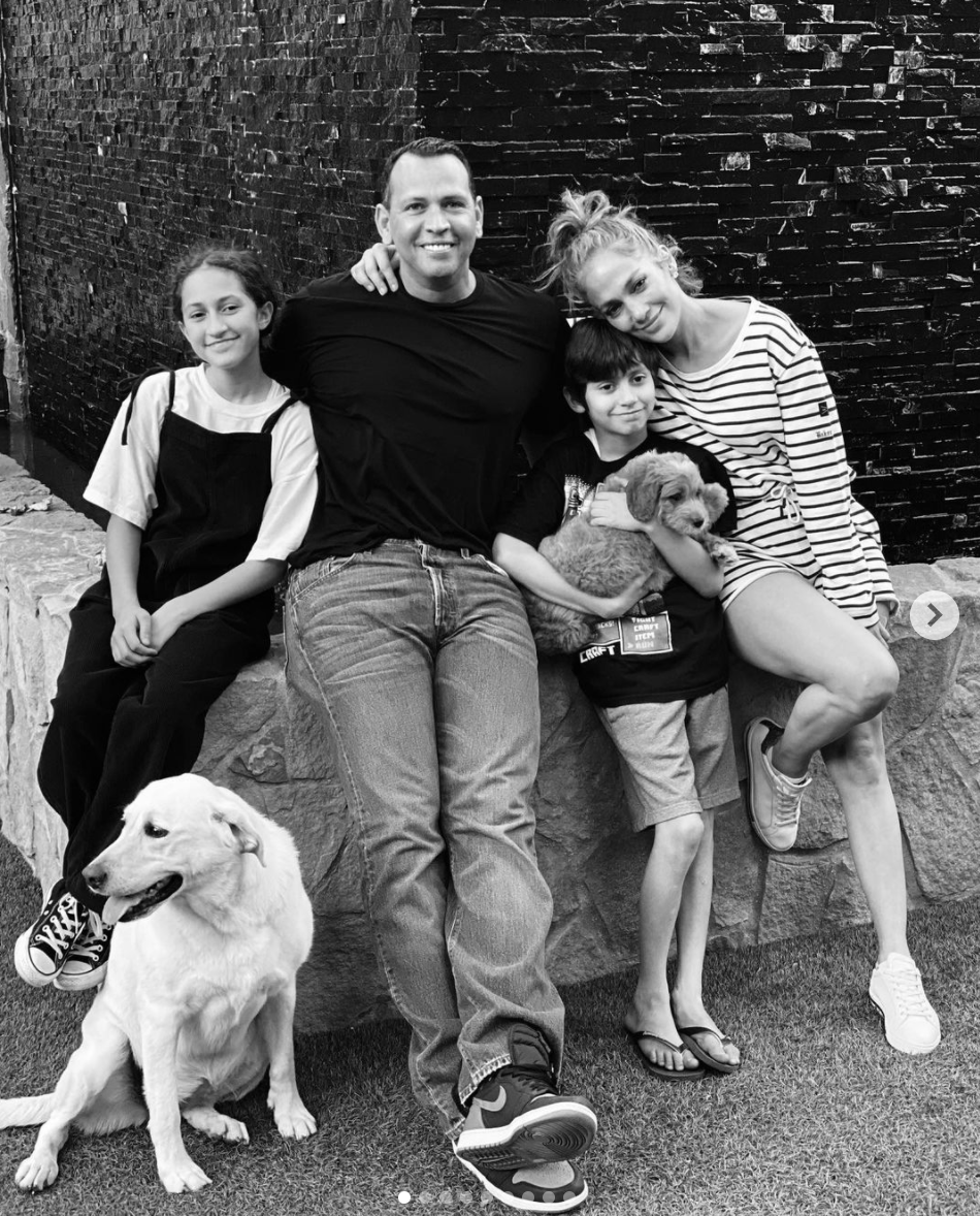 Jennifer Lopez Alex Rodriguez Emme y Max Muniz con sus perros