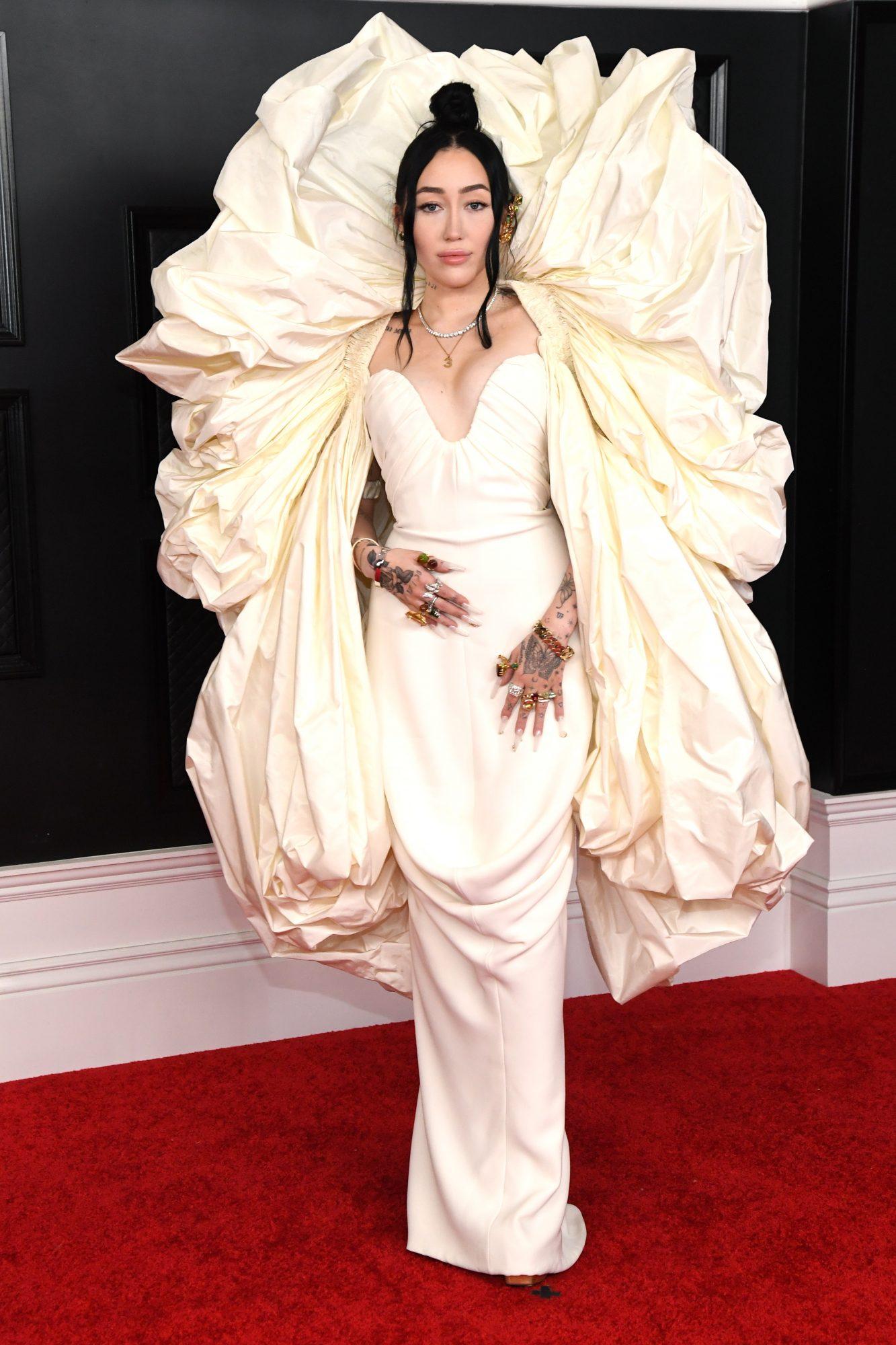 Noah Cyrus, look, vestido, grammy 2021
