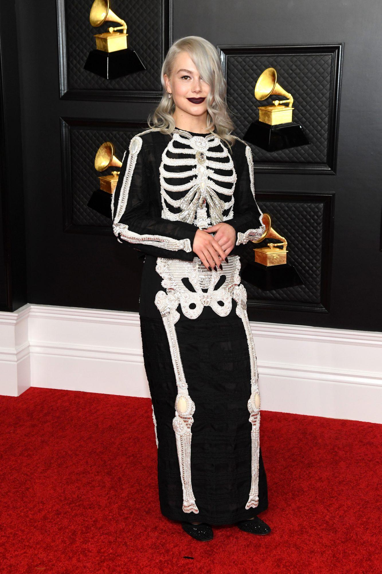 Phoebe Bridgers, look, vestido, Grammy 2021