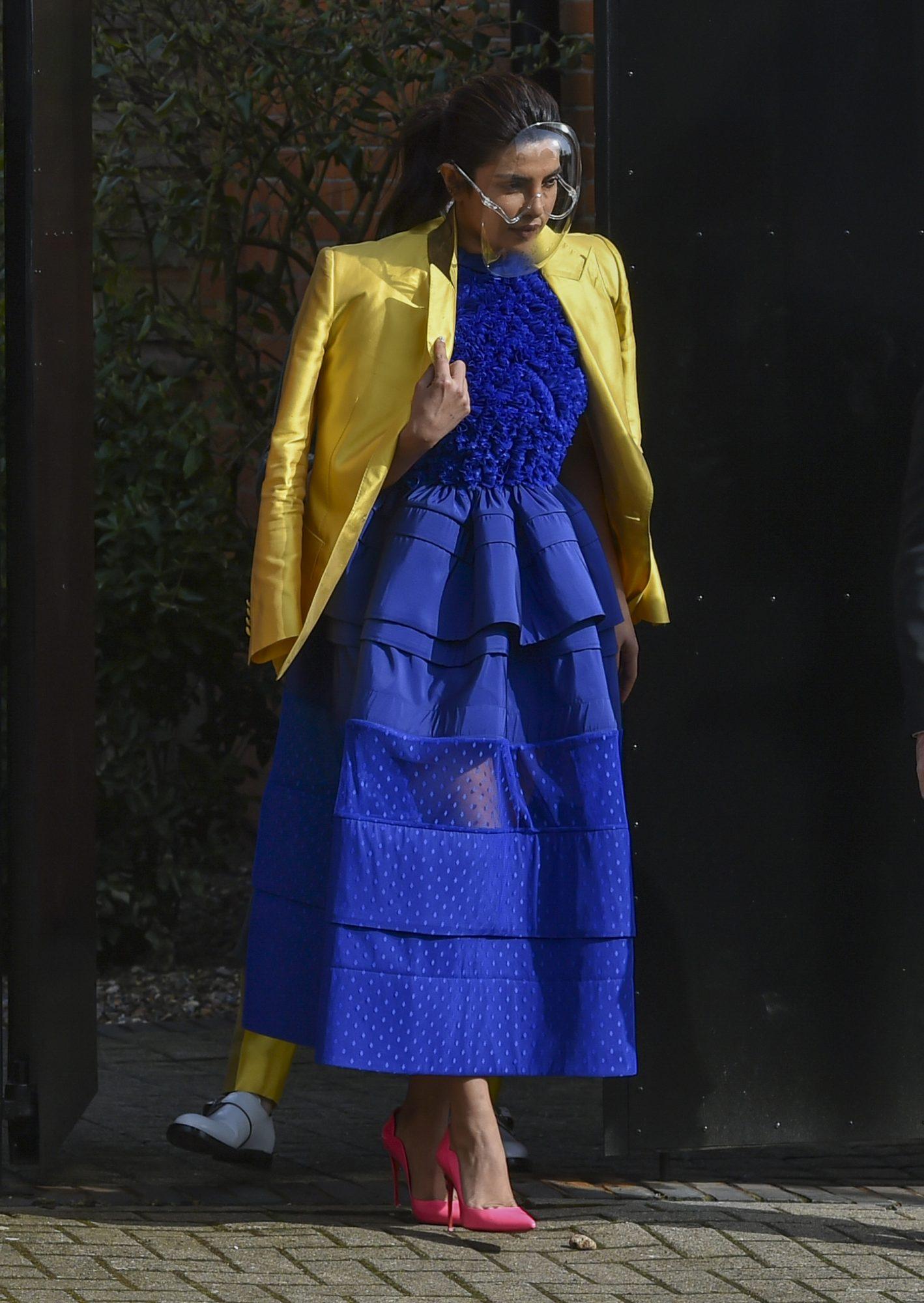 Priyanka Chopra, look del dia, nominados a los Oscar, vestido azul, londres