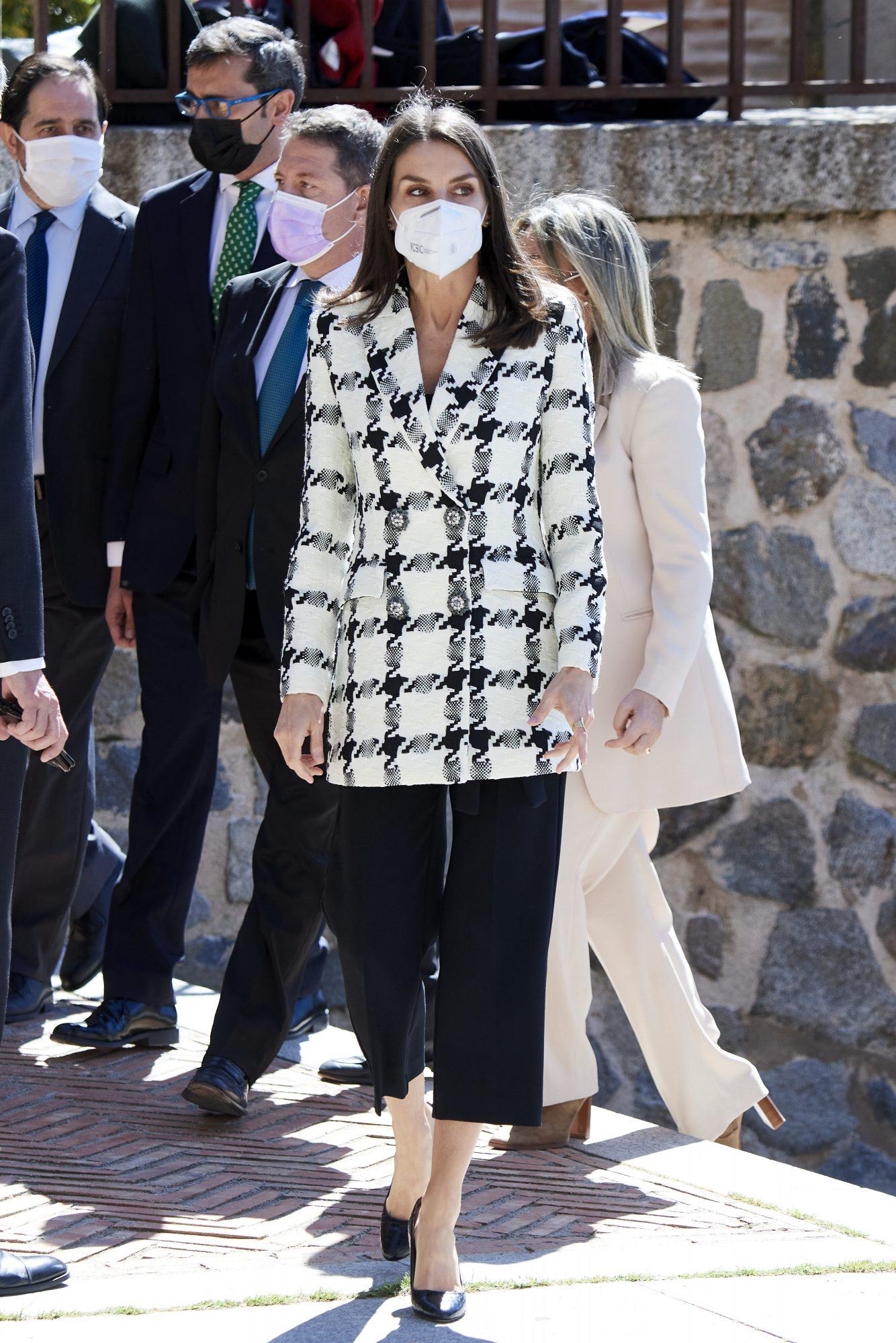 Reina Letizia, look del dia, chaqueta a cuadros, madrid