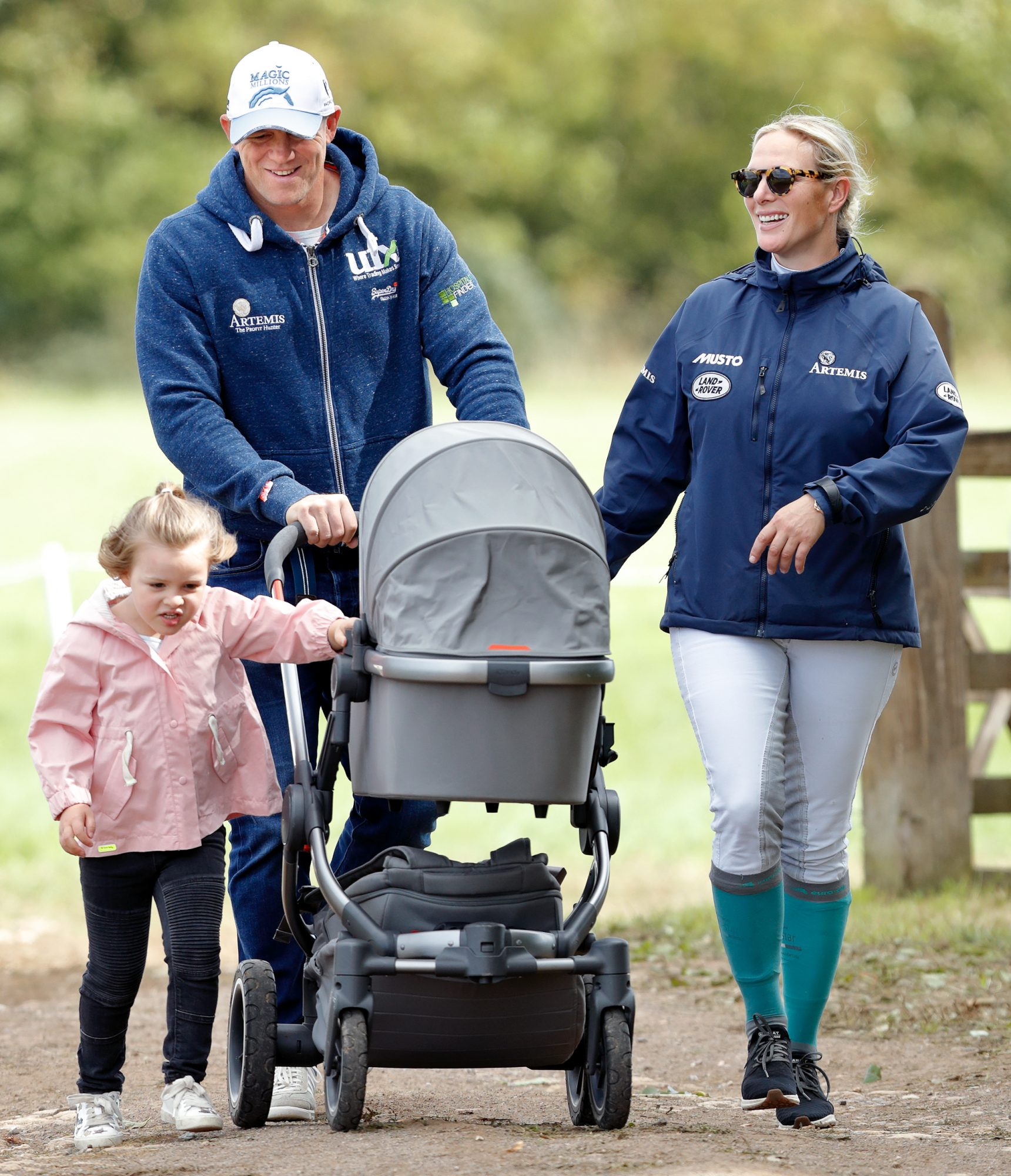 Zara Tindall y Mike Tindall con hija