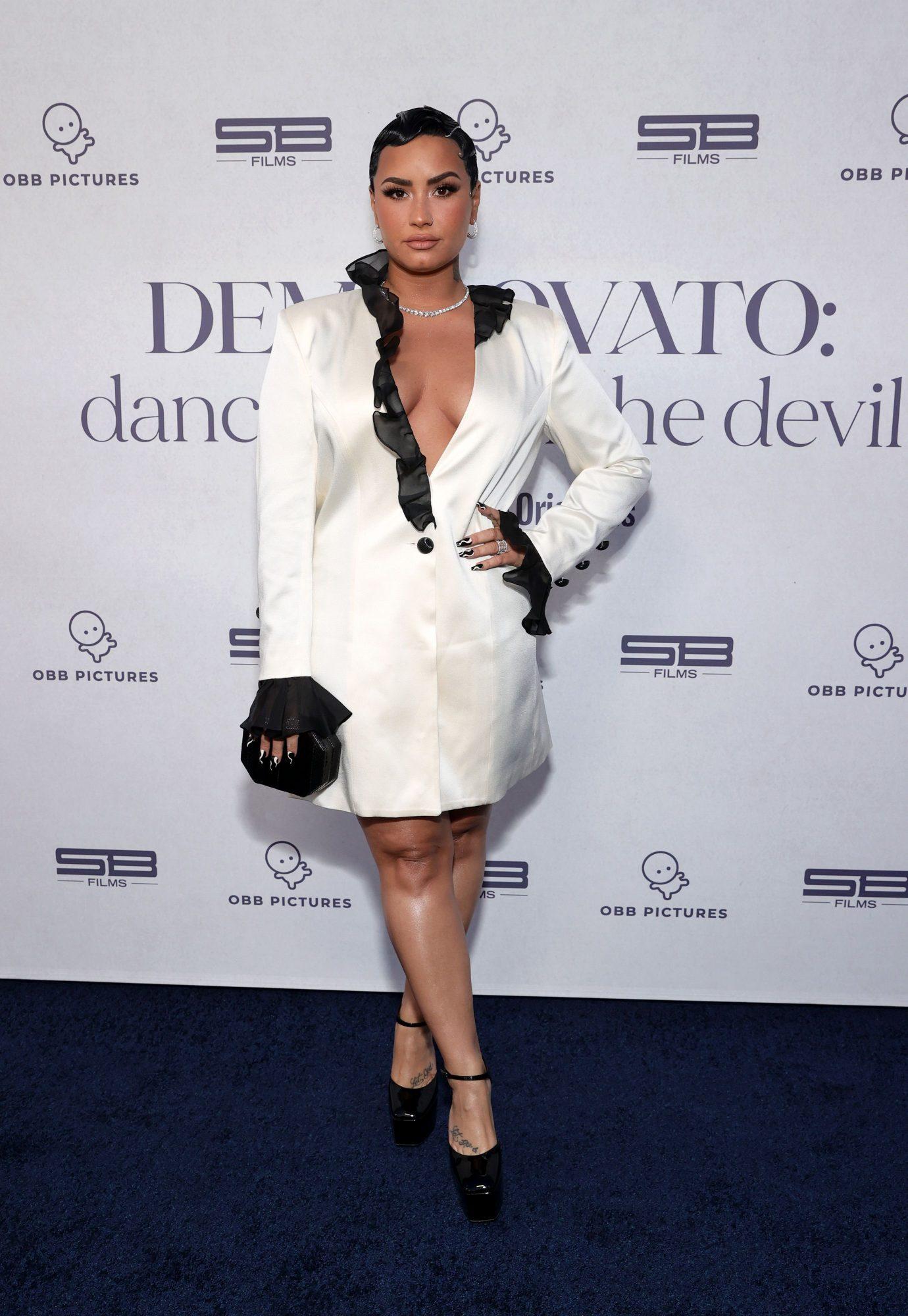 Demi Lovato, look, vestido blanco, OBB