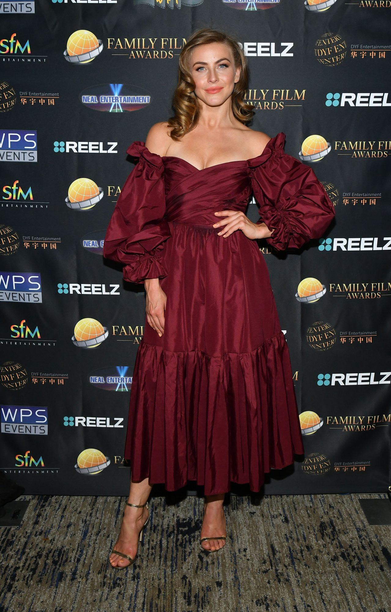 Julianne Hough, look, vestido rojo vino, Family Film Awards
