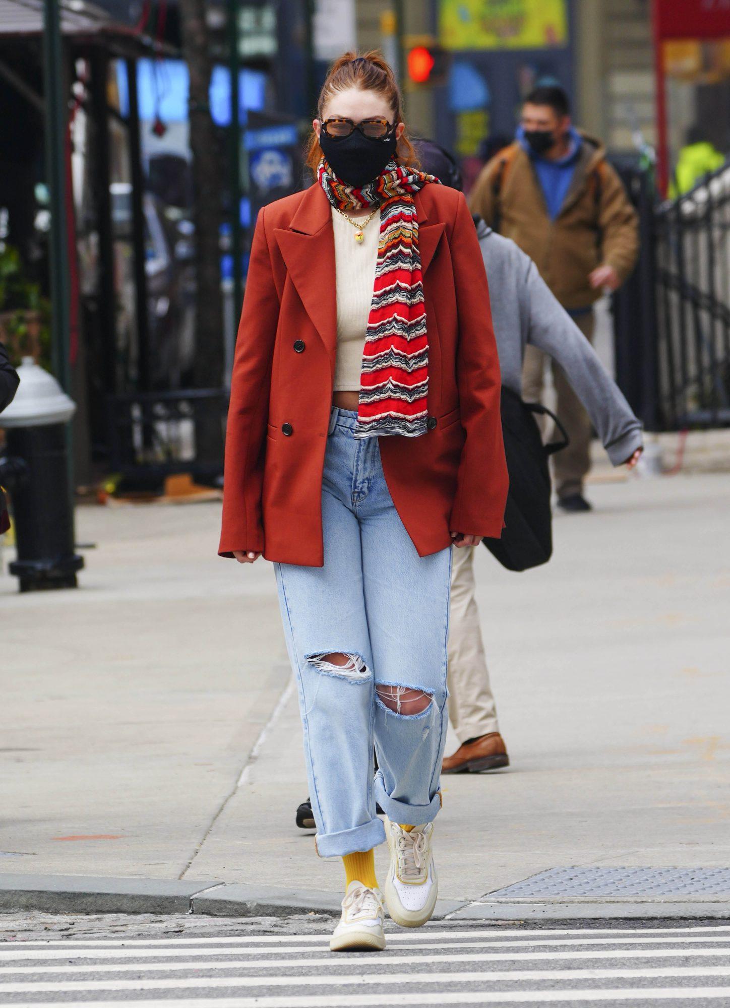 Gigi Hadid, look del dia, nueva york, paseo con su hija