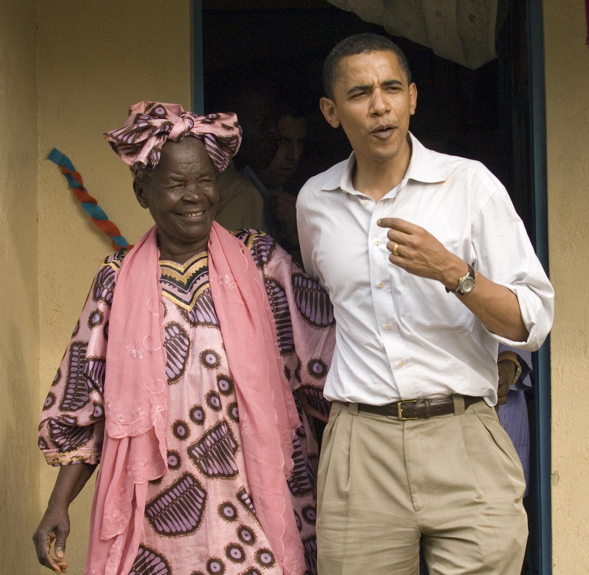 Barack Obama y su abuela Sarah Hussein Obama