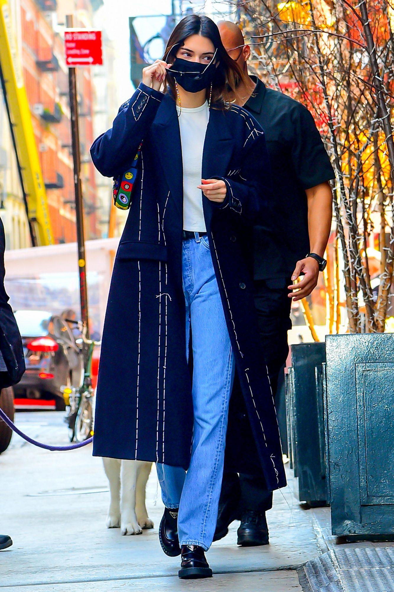 Kendall Jenner, jeans anchos, tendencias pantalones