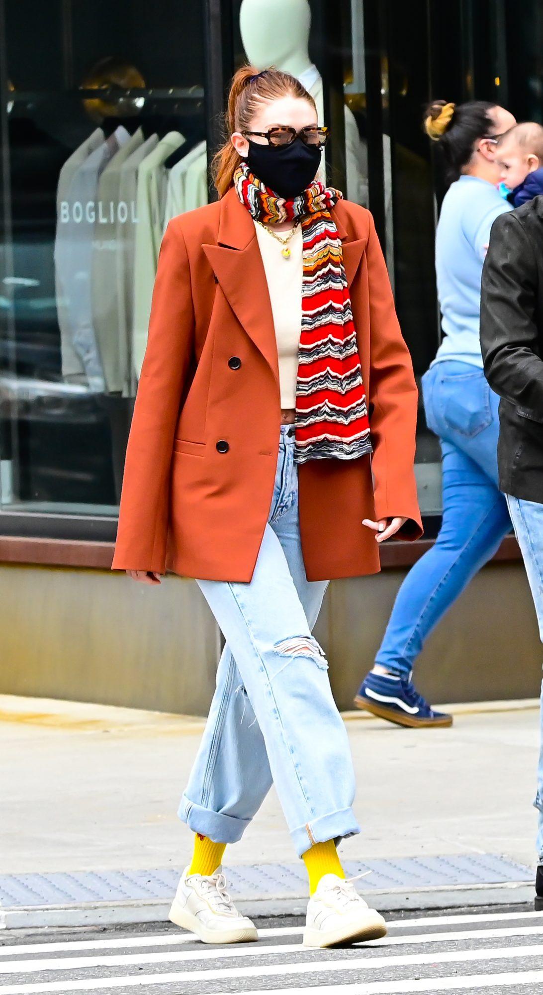 Gigi Hadid, jeans anchos, tendencias pantalones