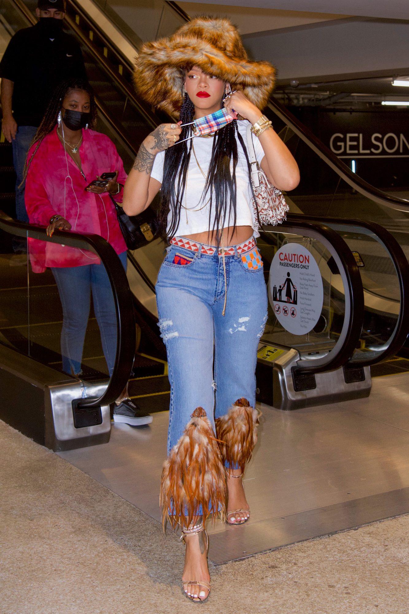 Rihanna, look del dia, jeans con piel