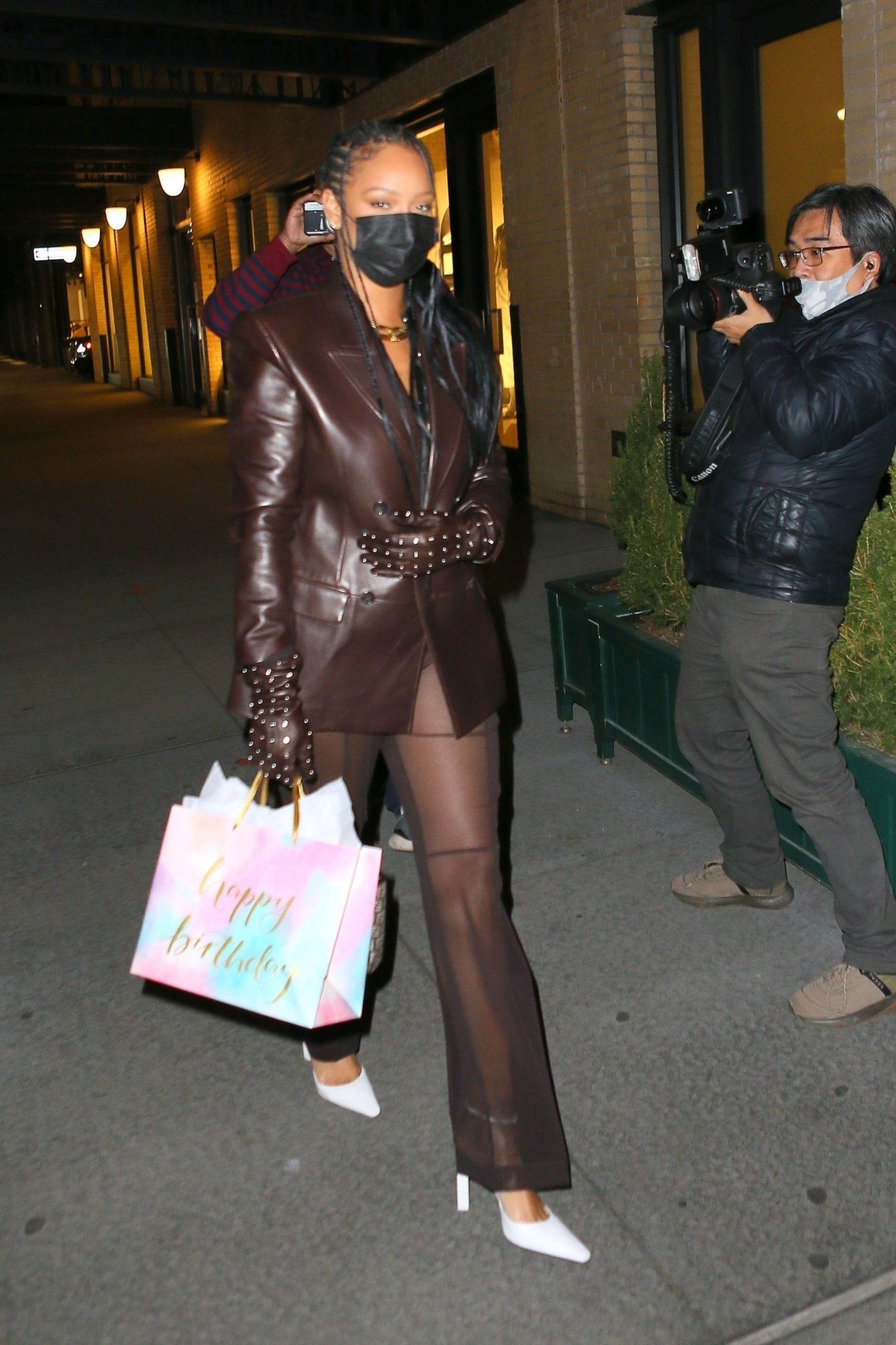 Rihanna, look del dia, chaqueta marron