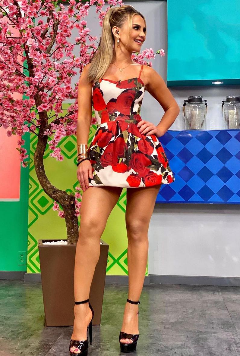 Ximena Cordoba, minivestido estampado floral