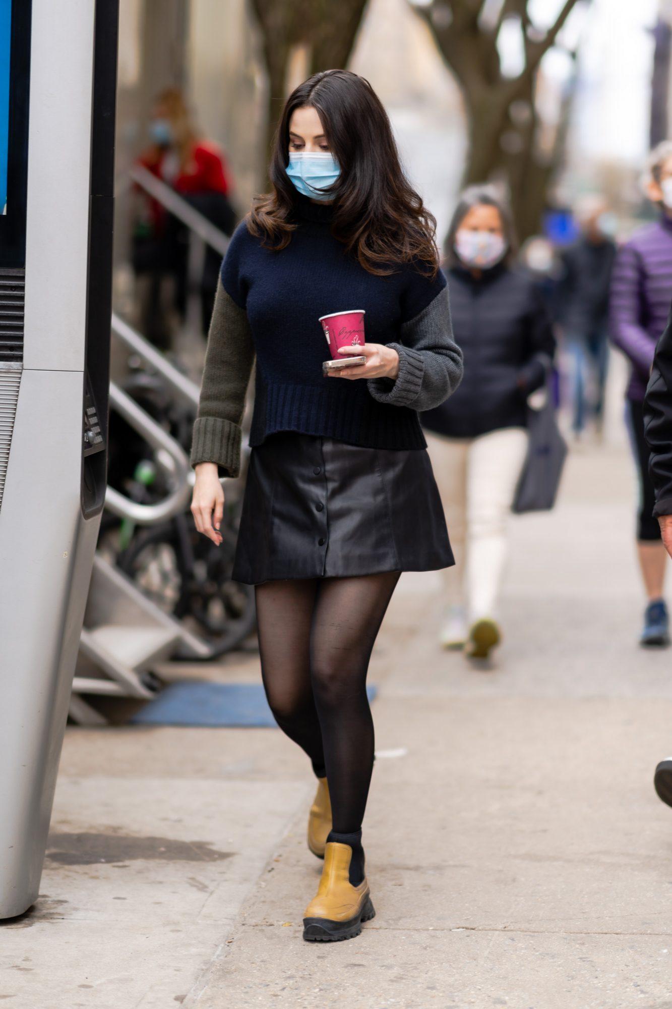 Selena Gomez, look del dia, minifalda de cuero