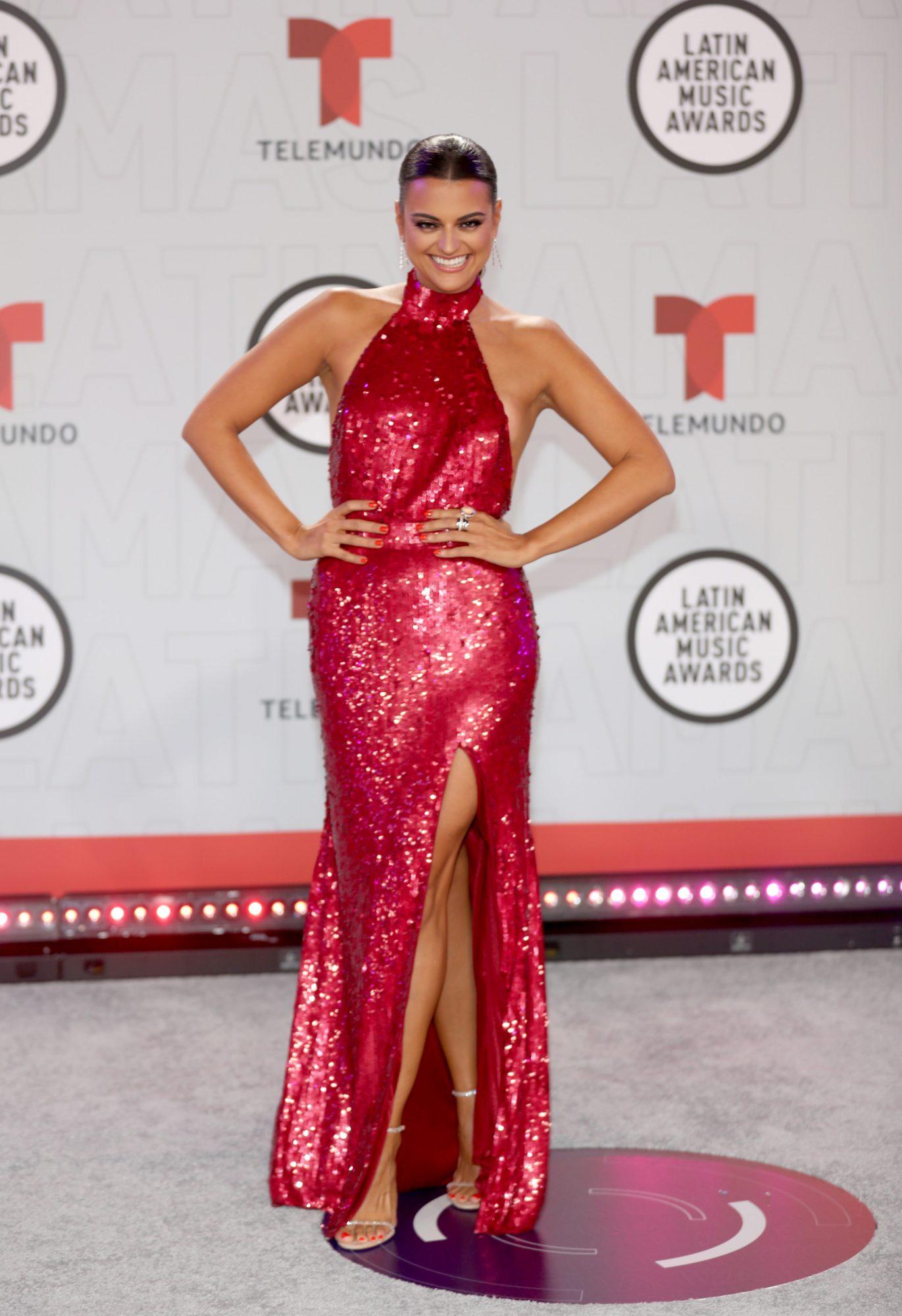 Alix Aspe, vestido rojo, Latin American Music Awards