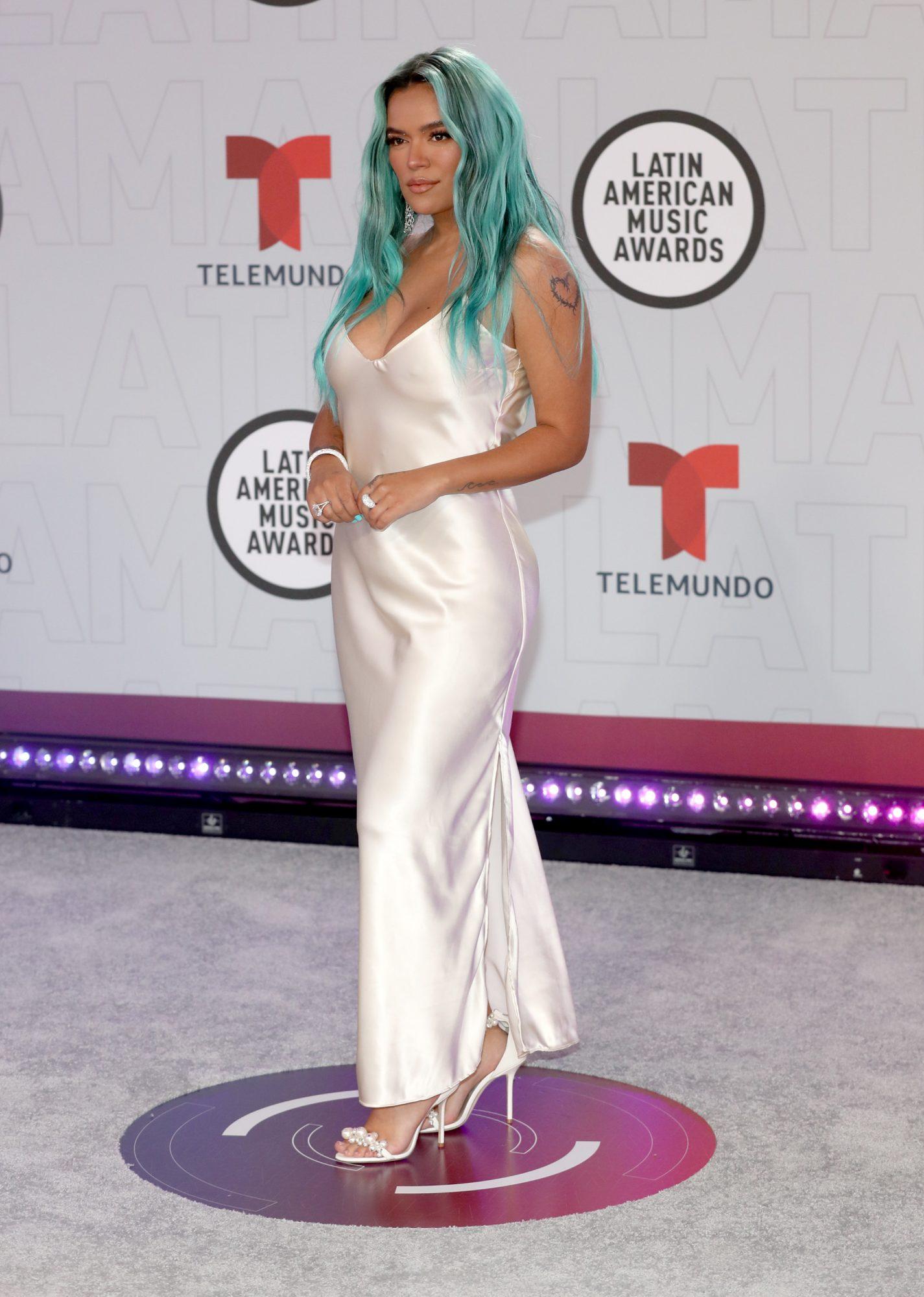 Karol G, vestido blanco, Latin American Music Awards