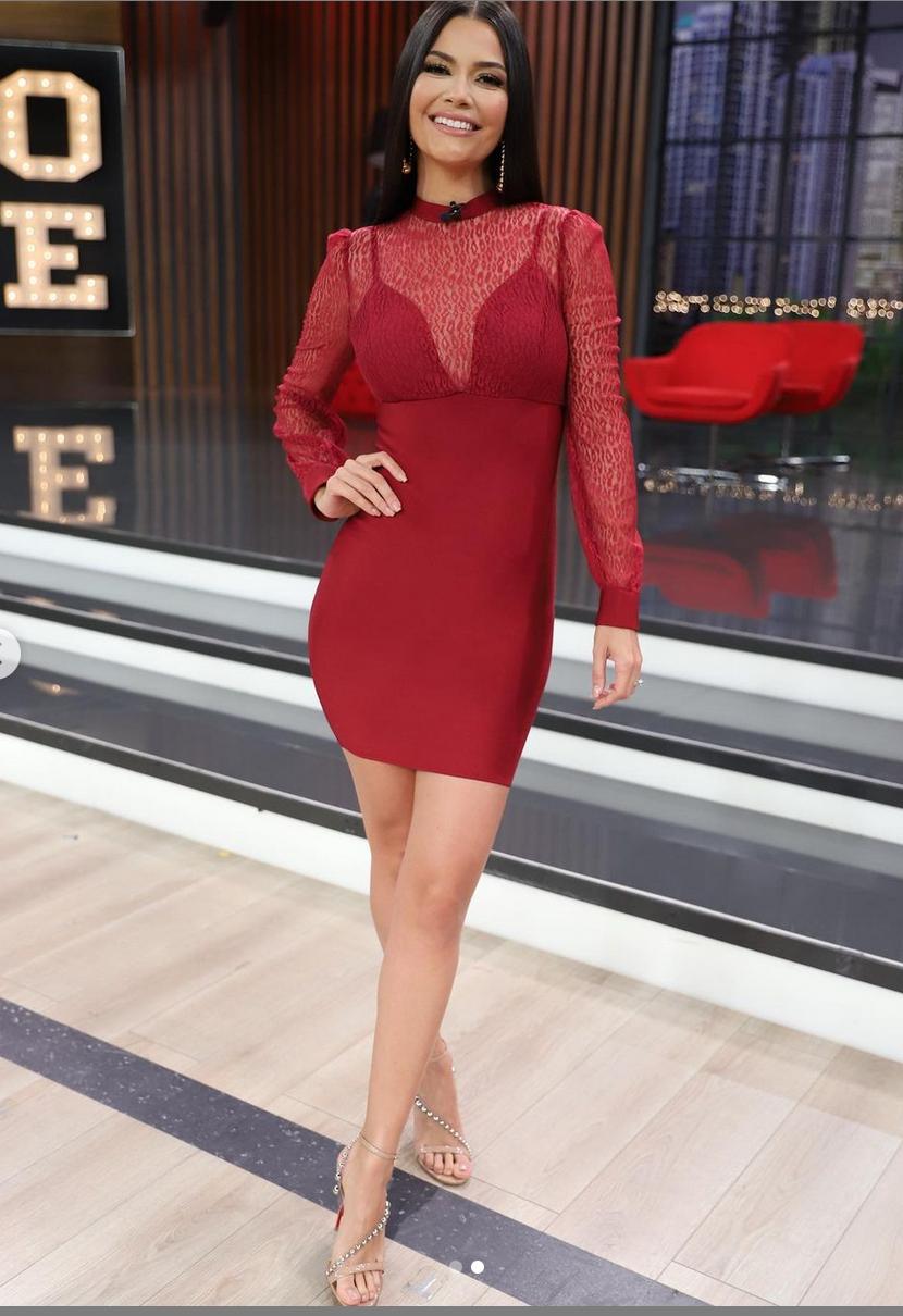 Ana Patricia, enamorandonos USA, vestido rojo