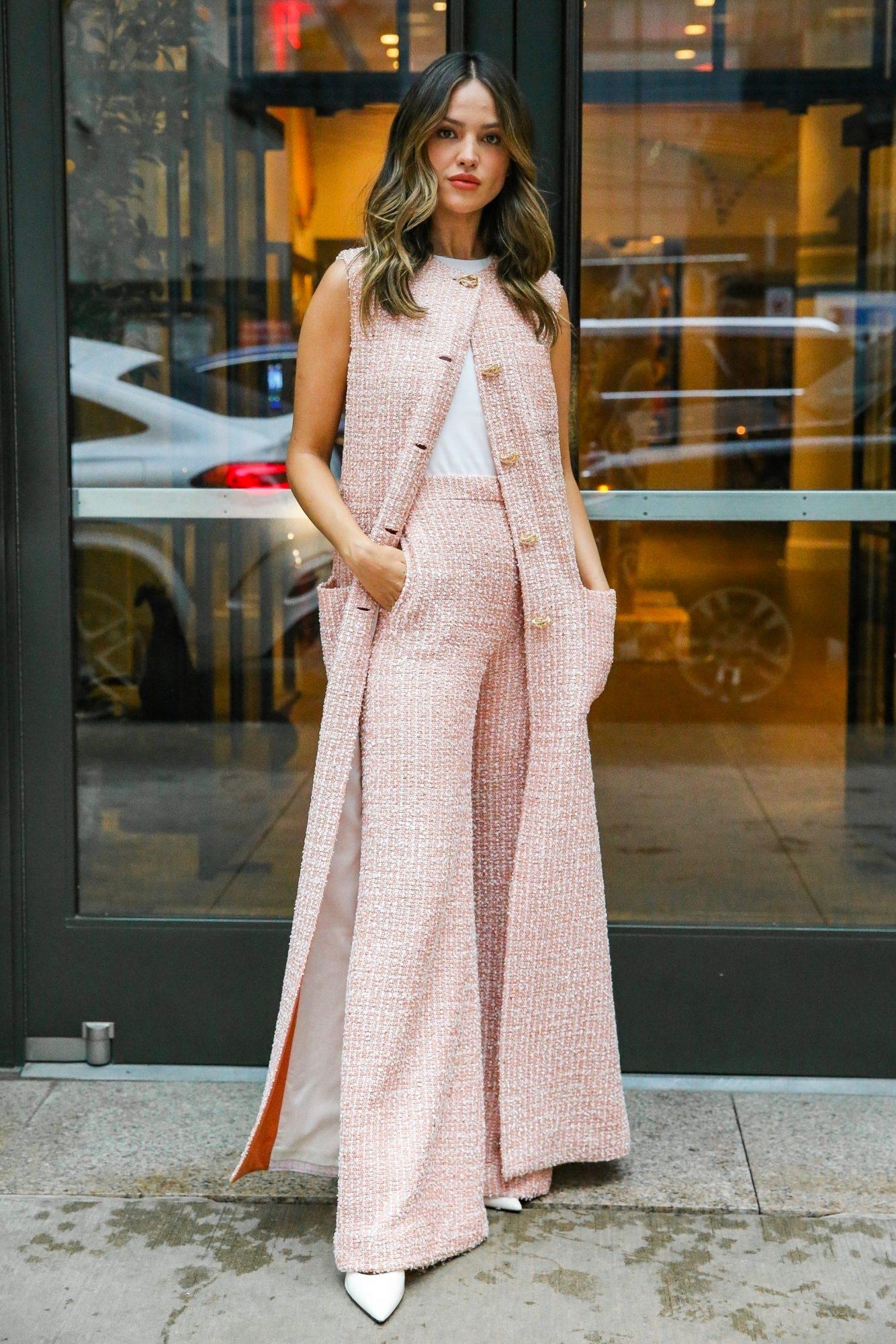 Eiza Gonzalez, look del dia, conjunto rosado