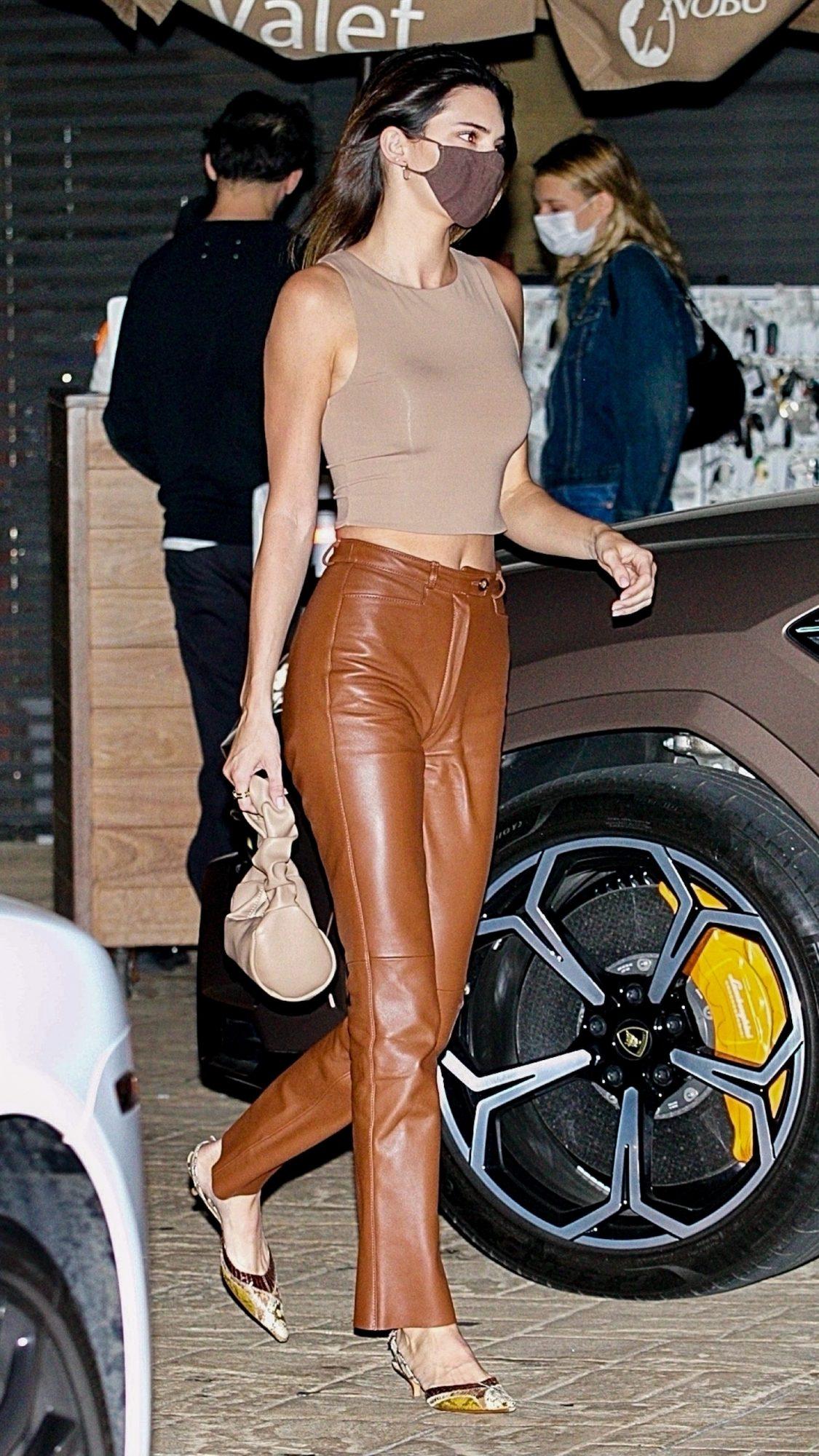 Kendall Jenner, look del dia, pantalon de cuero, los angeles