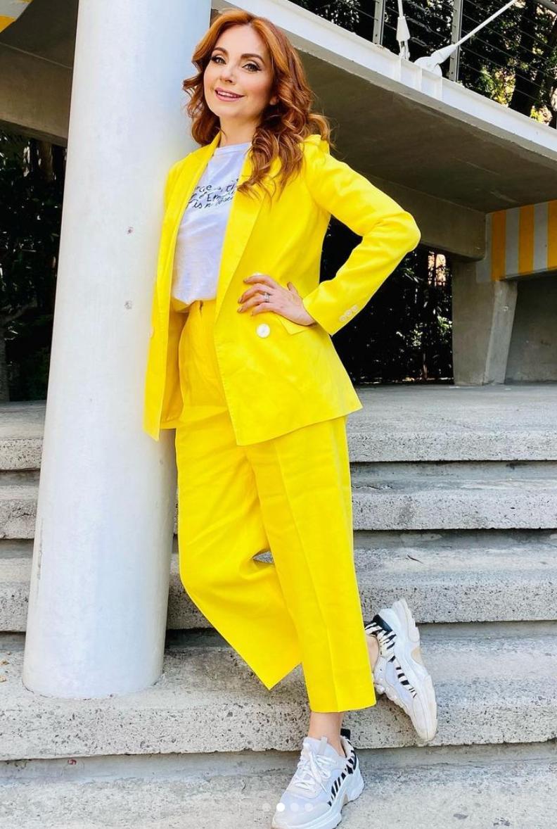 Elizabeth Alvarez, conjunto amarillo, mexico