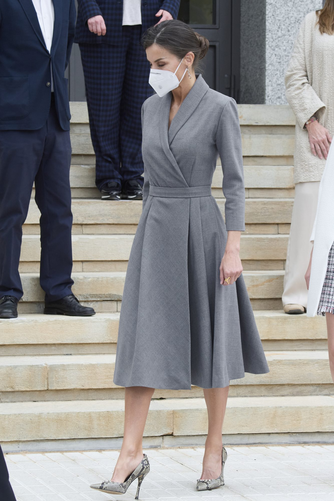 Reina Letizia, vestido gris