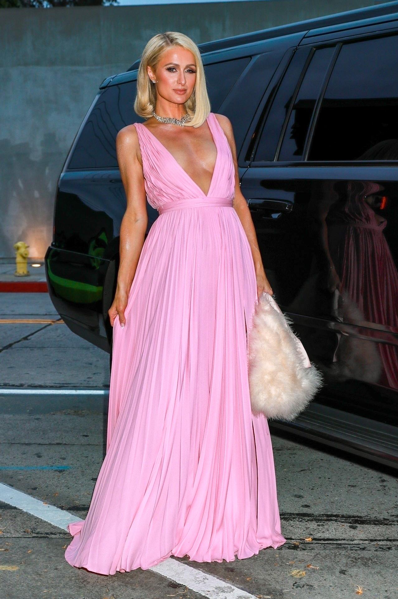 Paris Hilton, vestido rosado maxi, Hollywood