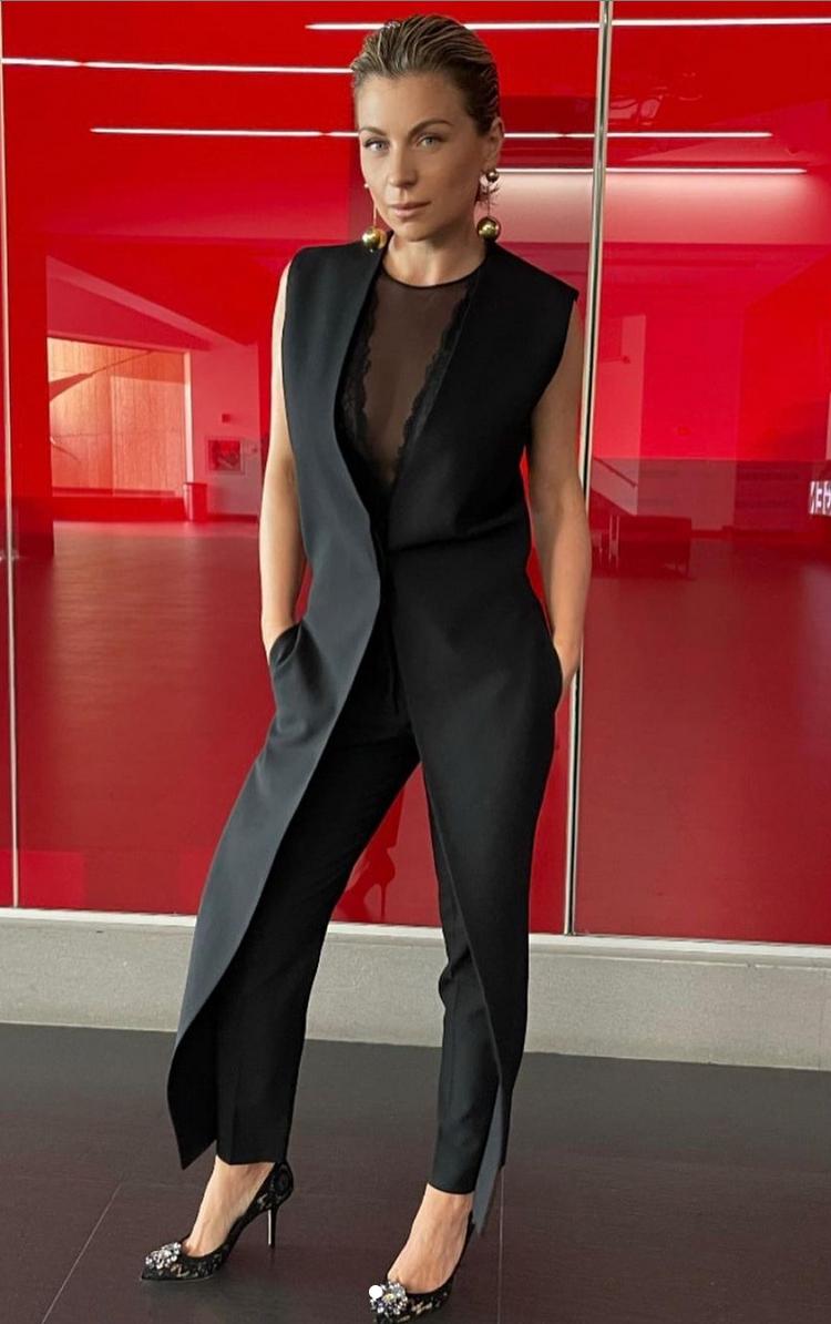 Ludwika Paleta, look del dia, conjunto negro, transmision de los Oscars