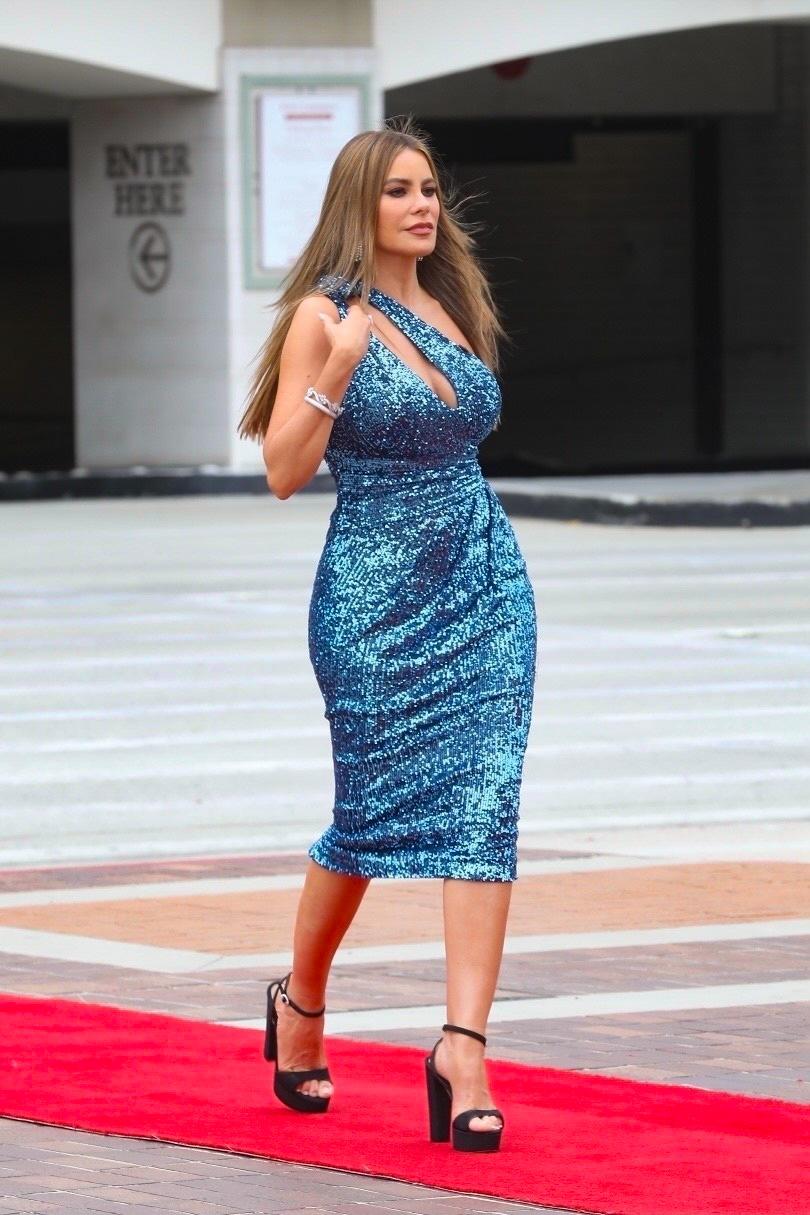 Sofia Vergara, pasadena California, america's got talent, vestido azul de lentejuelas