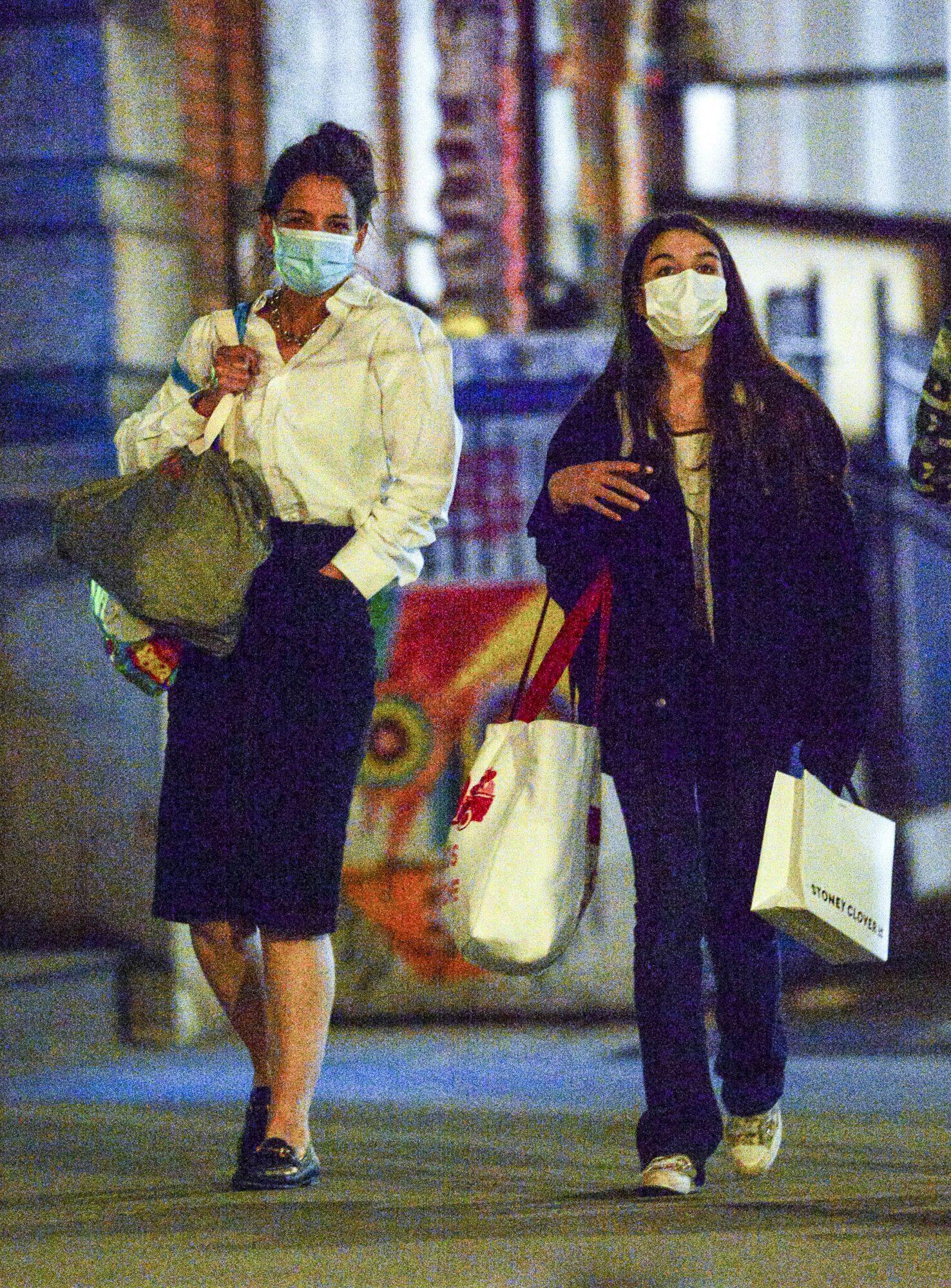 Katie Holmes hija Suri Cruise shopping en new york