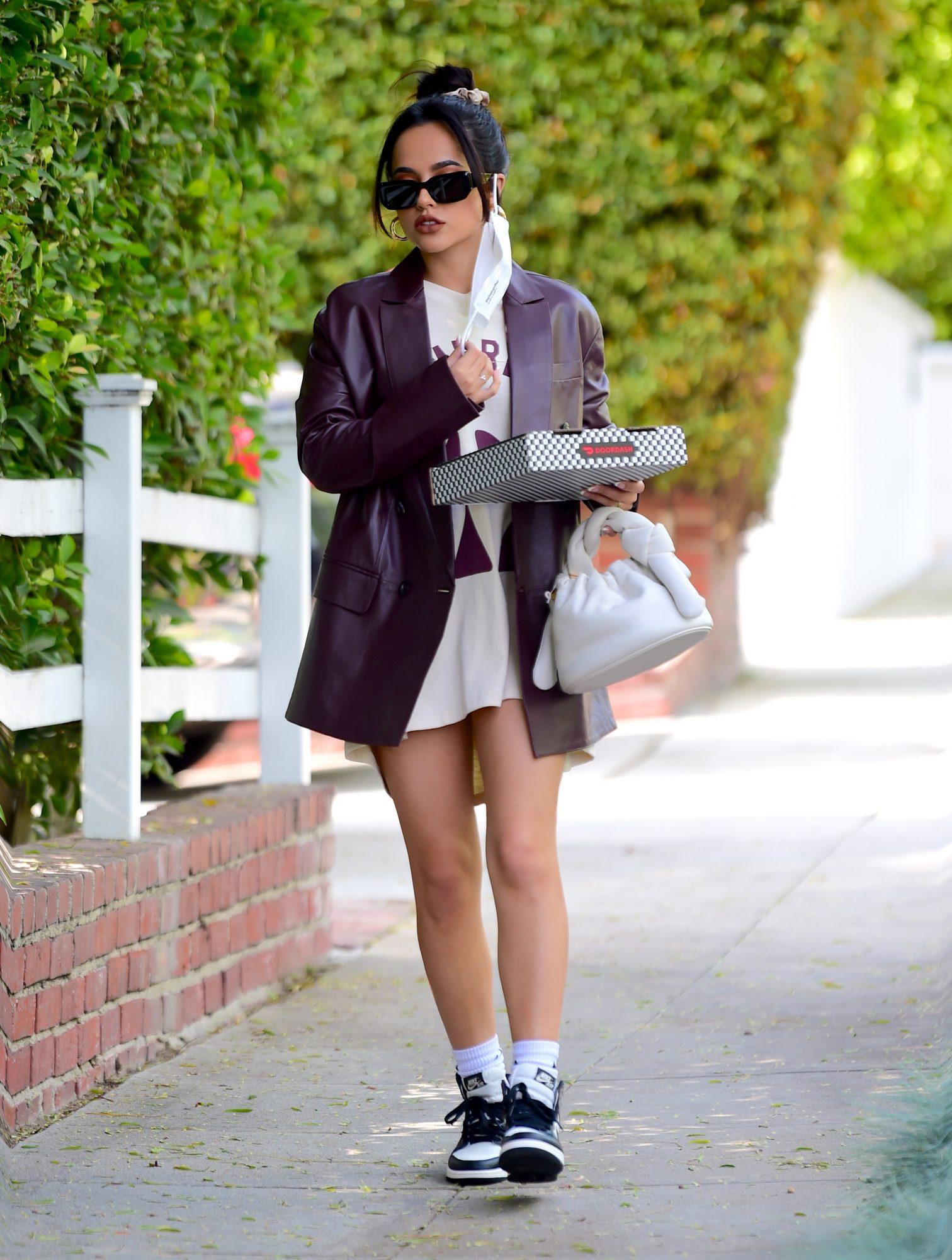 Becky G, look del dia, pantalon corto, pizza