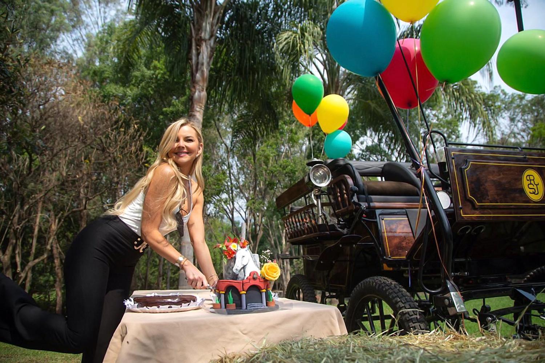 """Marjorie de Sousa hace una pausa en las grabaciones de la telenovela """"La Desalmada"""" para celebrar su cumpleaños número 41"""