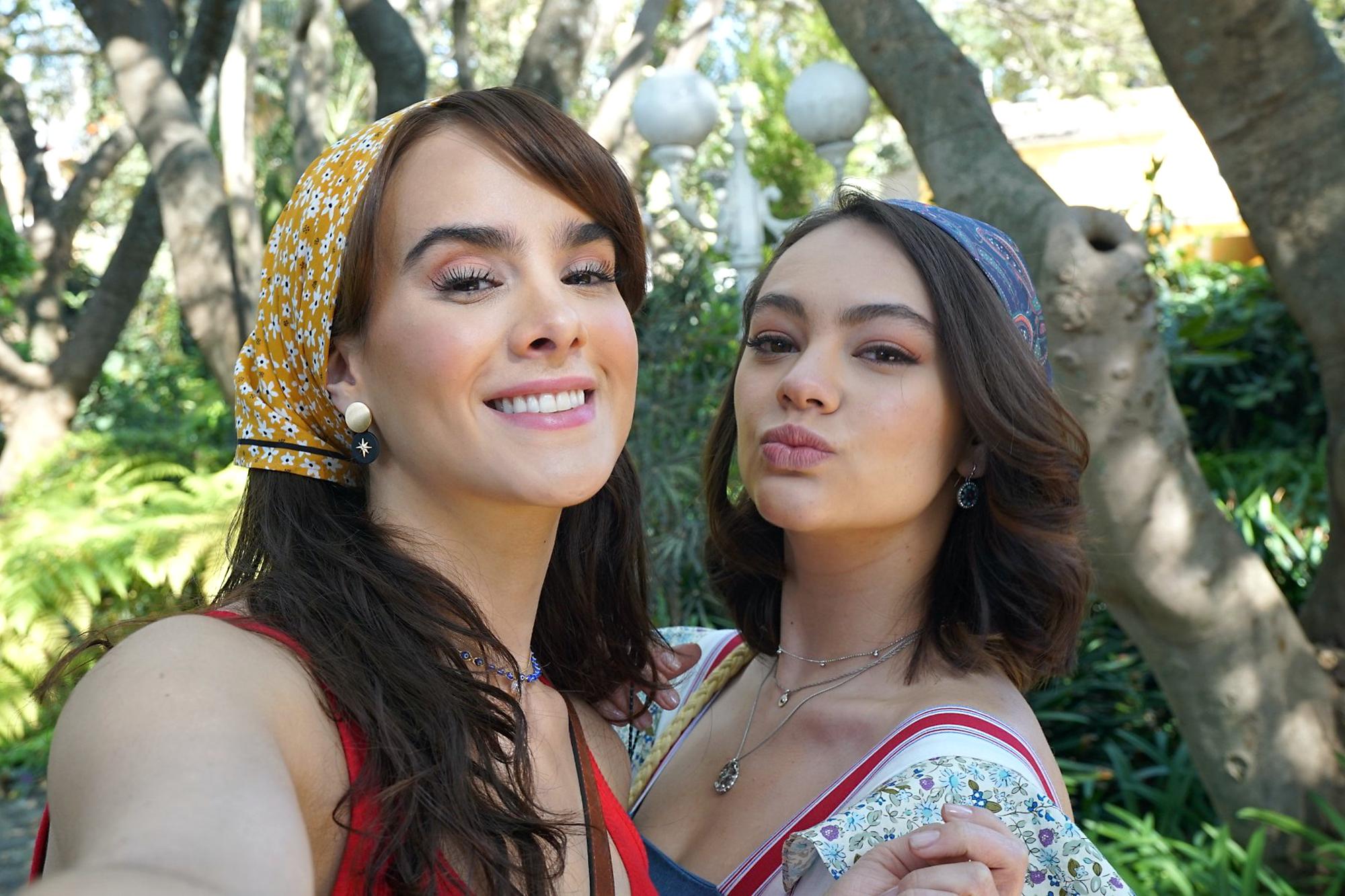 """Gala Montes y Ale Muller en una escena del primer capítulo de la telenovela """"Diseñando Tu Amor"""