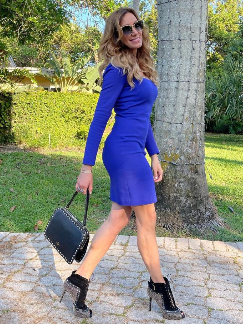 Lili Estefan, look del dia, vestido azul